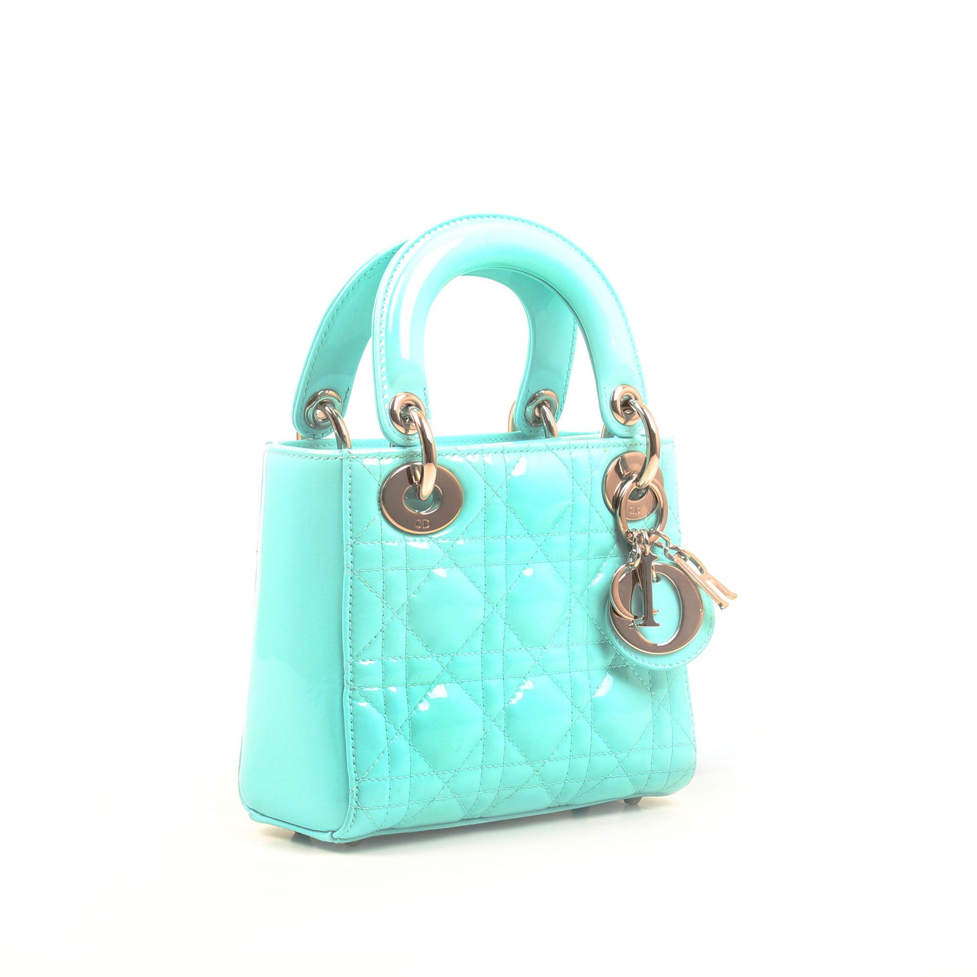 Imagen general del bolso dior mini lady dior azul piel acharolada