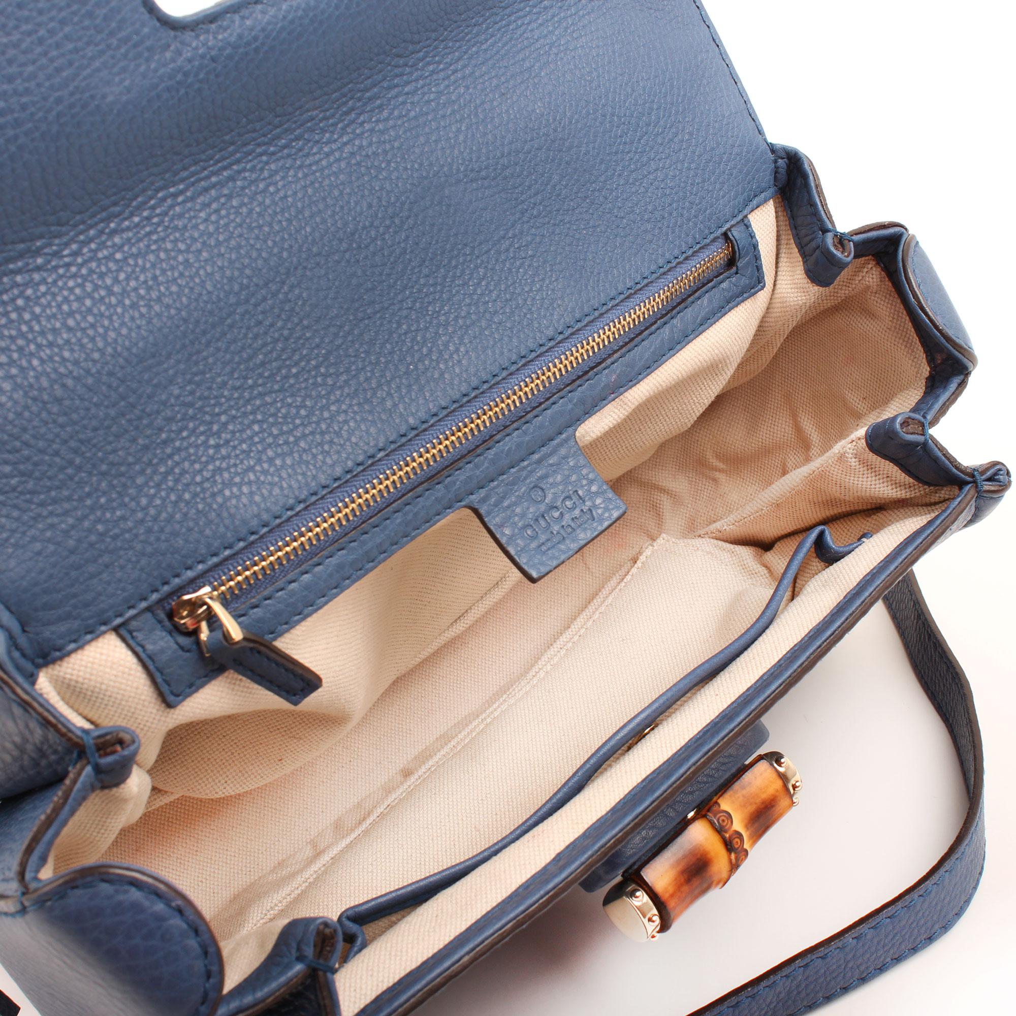 Imagen del interior del bolso gucci new bamboo mediano bandolera azul