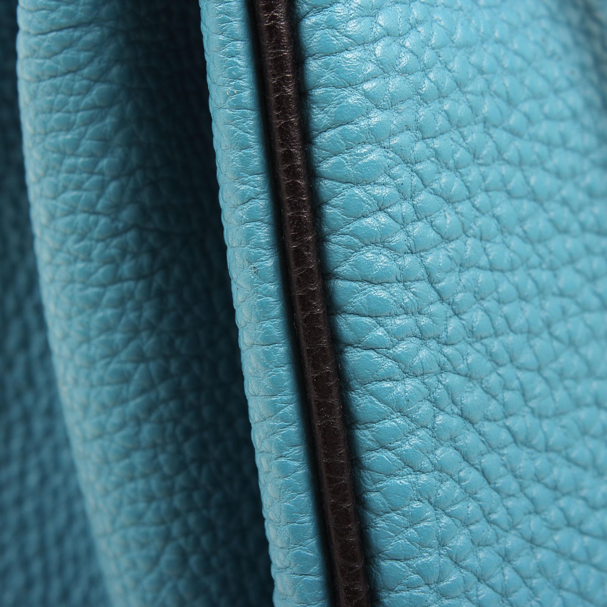 Imagen de la piel del bolso hermes kelly 32 azul jean retourne fjord