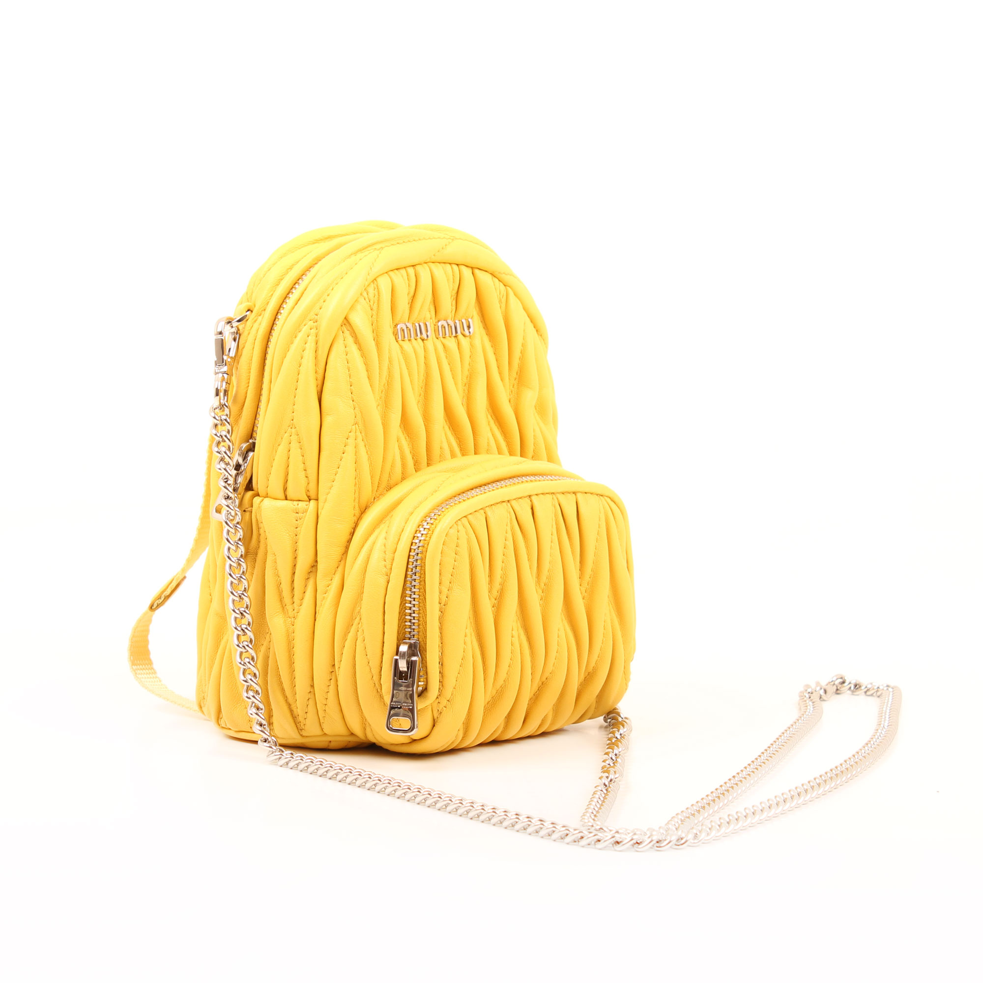 Imagen general del bolso miu miu matelasse mini mochila amarillo sole