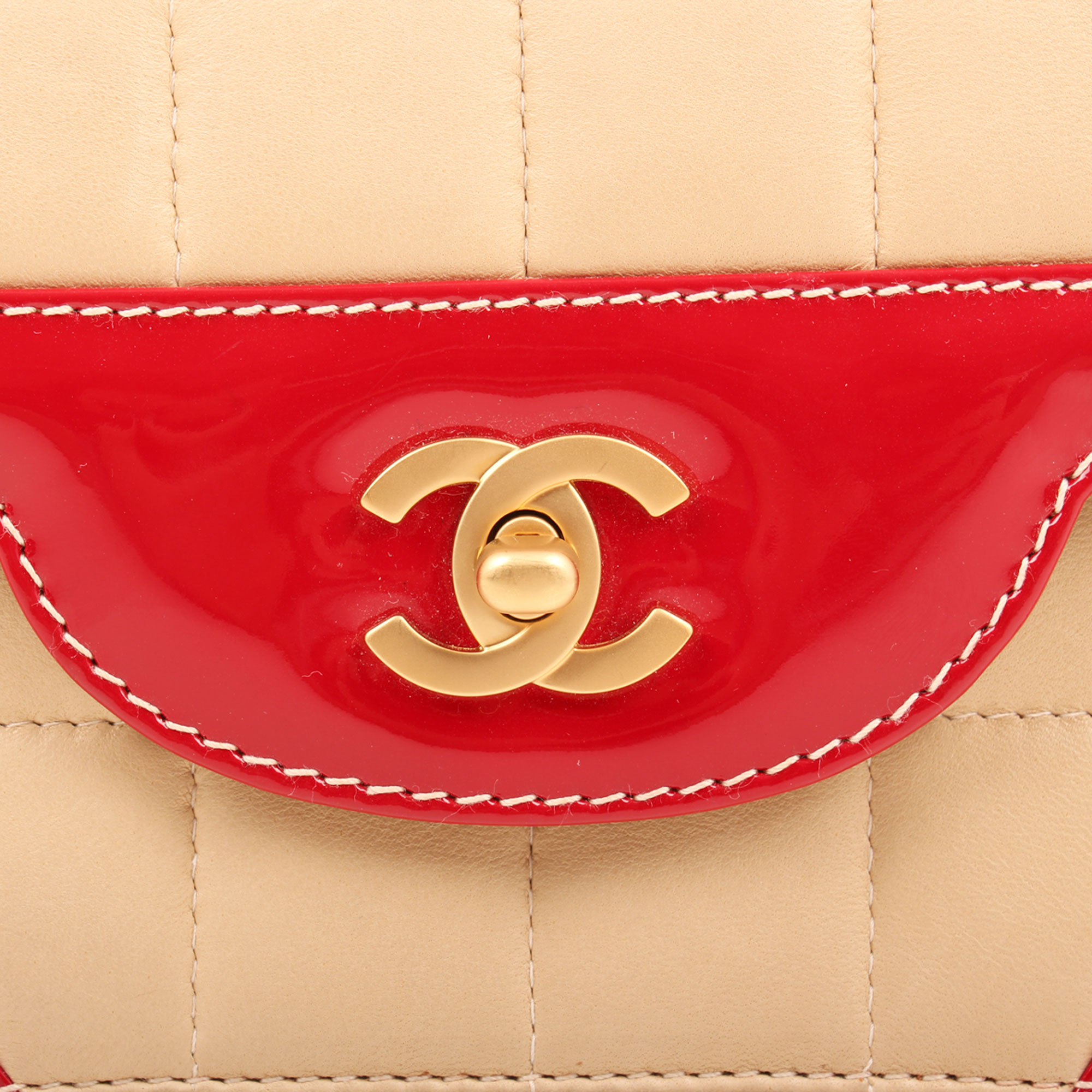 Clasp detail image of chanel bicolor choco bar single flap