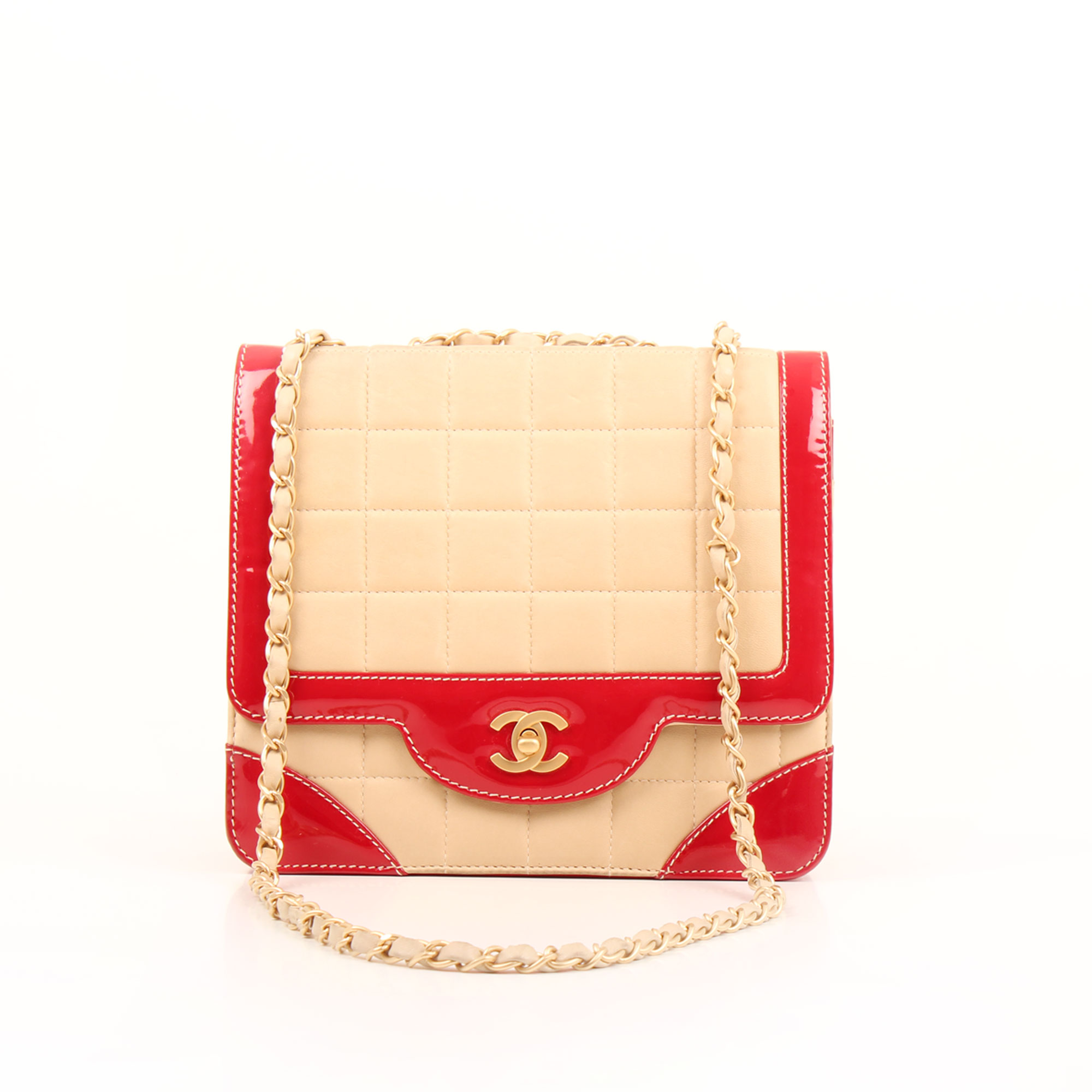 Imagen frontal del bolso chanel bicolor choco bar solapa unica