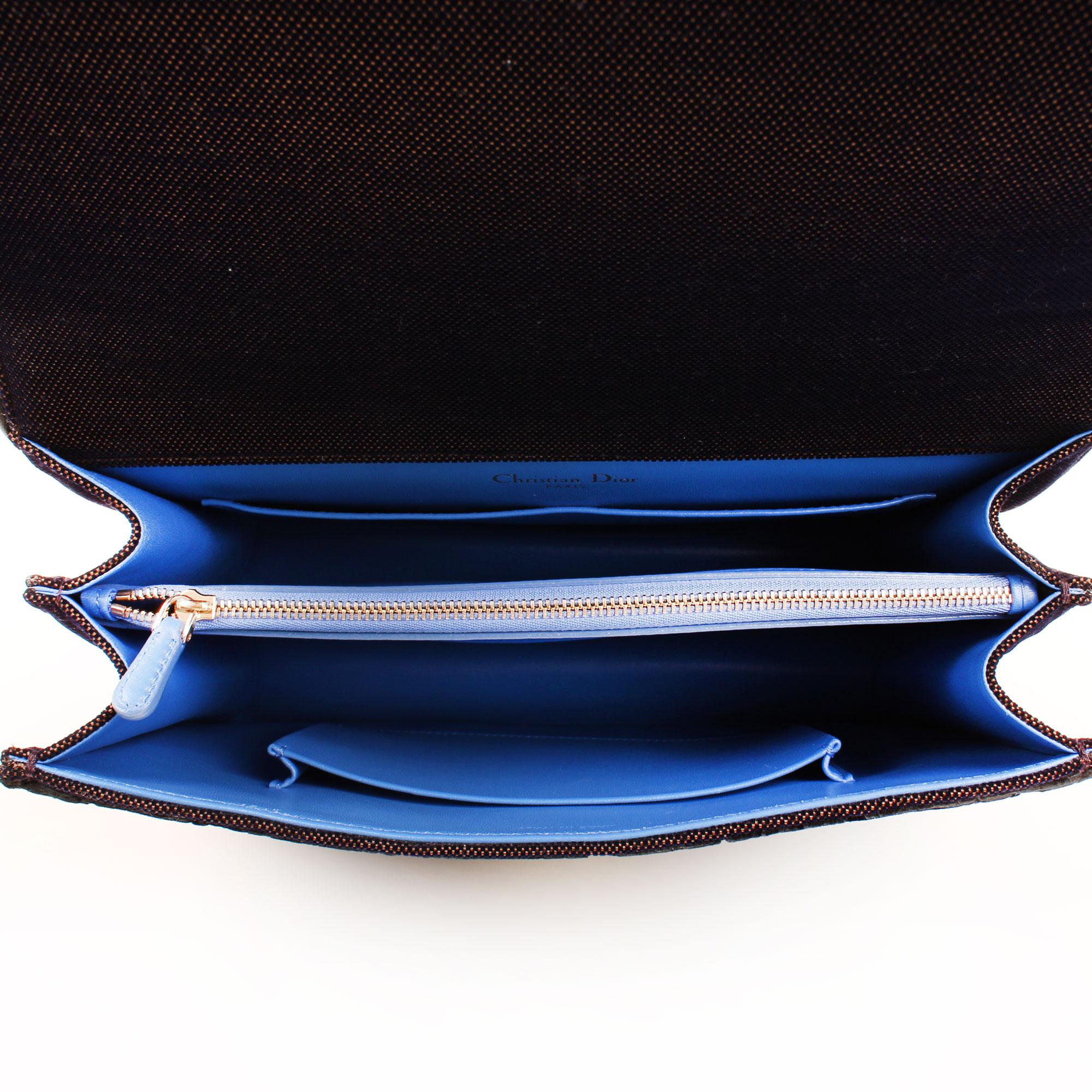 Image del interior del bolso dior diorama mediano terciopelo piel azul
