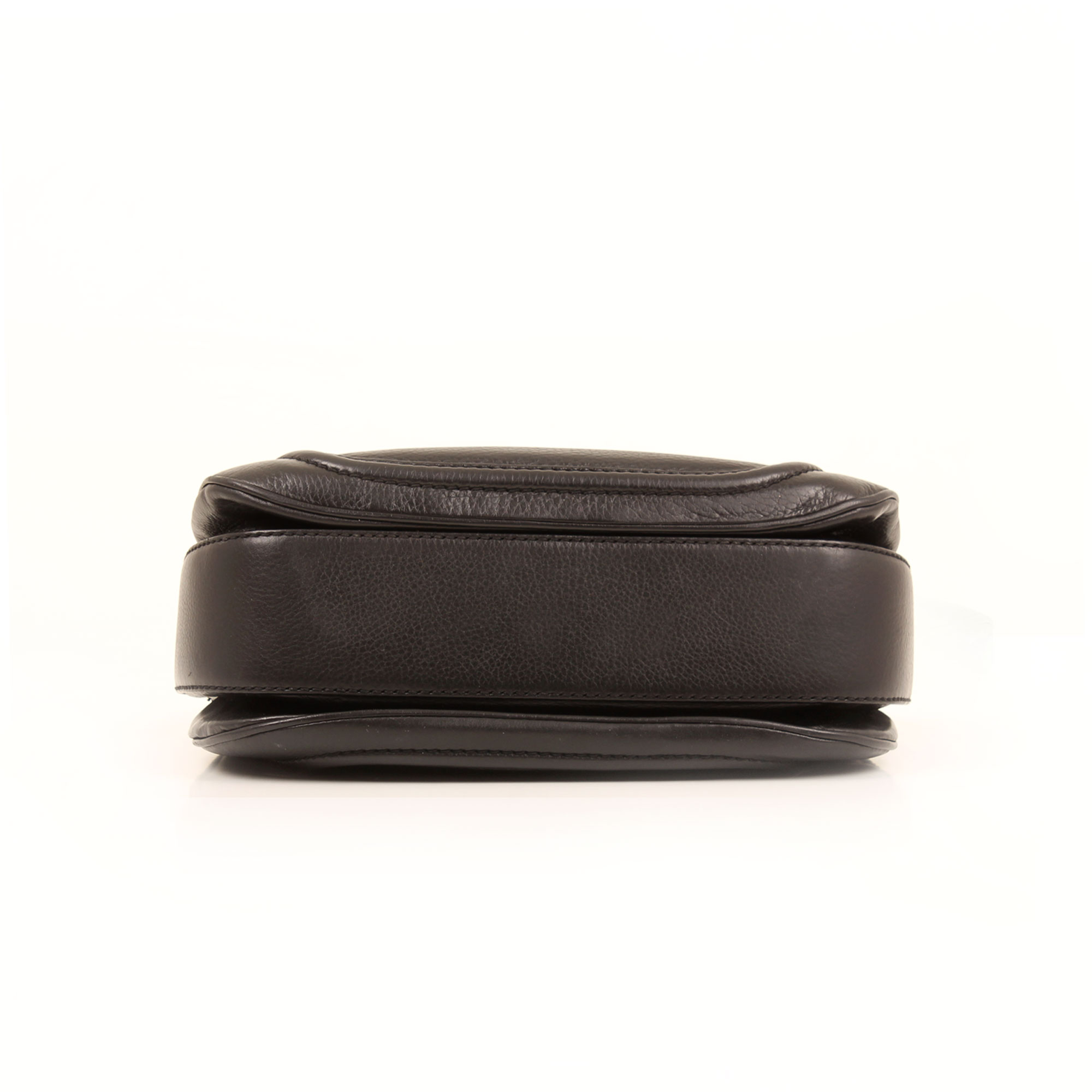 Imagen de la base del bolso gucci new bamboo negro