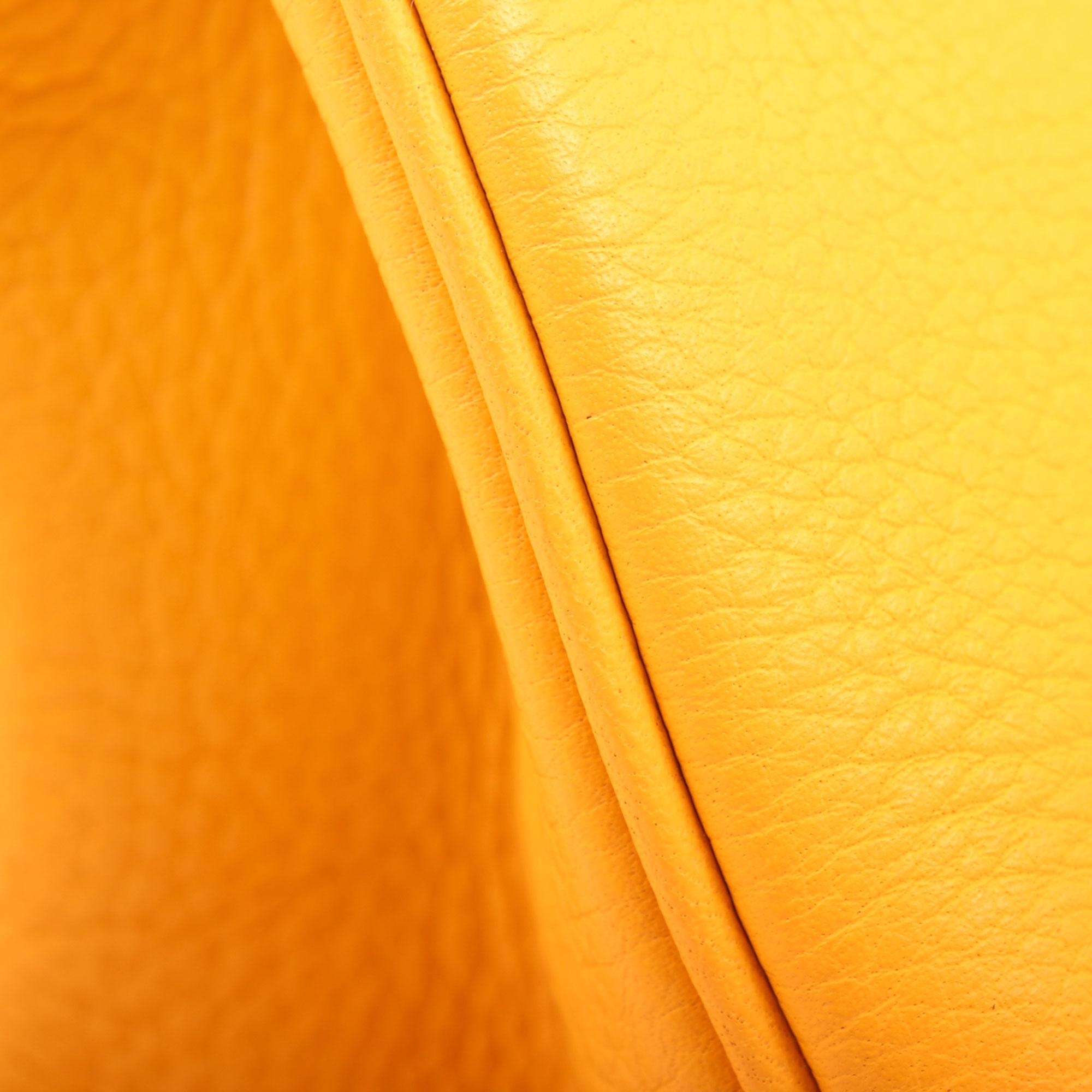 Imagen del detalle del bolso hermes birkin 35 jaune piel togo