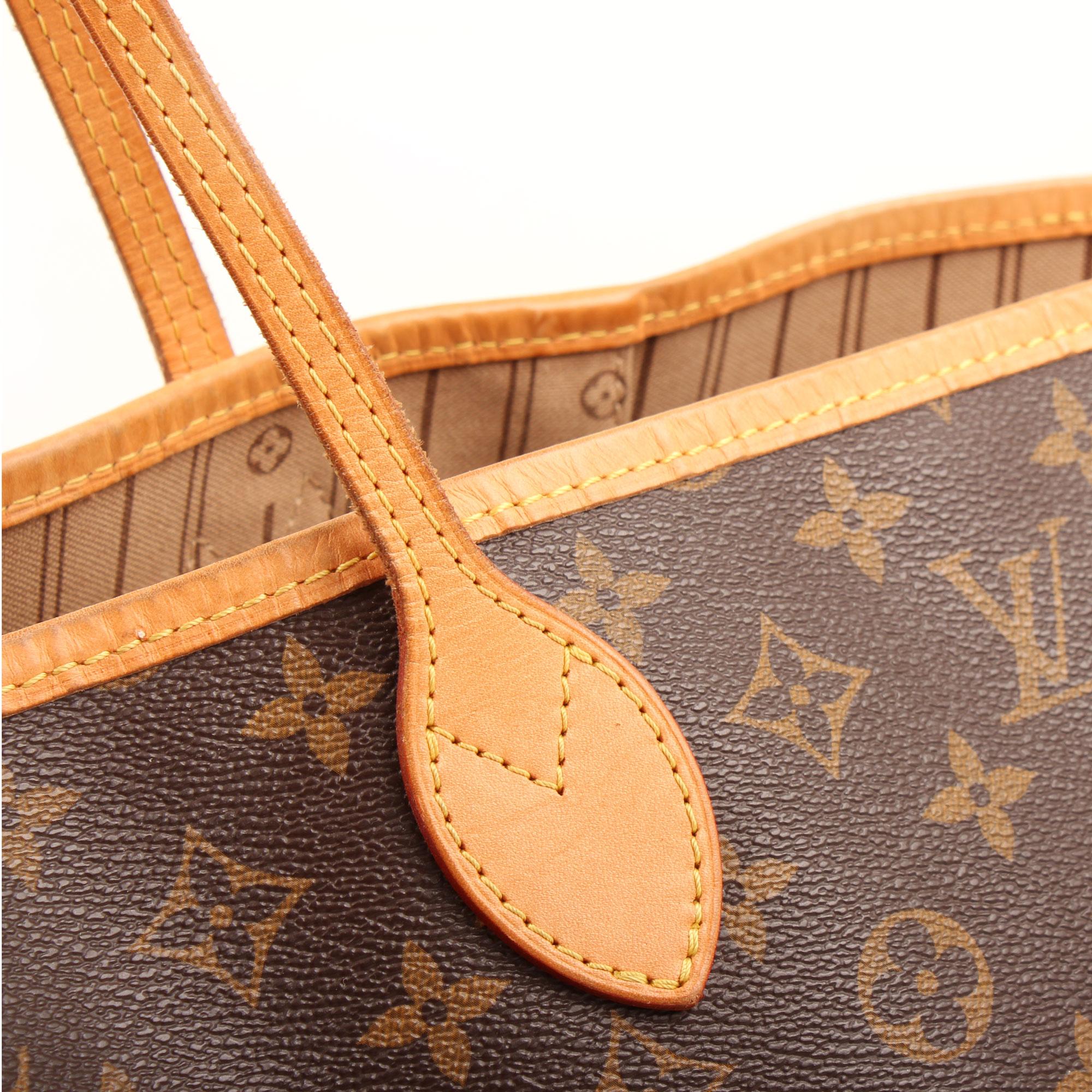 Imagen del detalle de la piel del bolso louis vuitton neverfull gm monogram