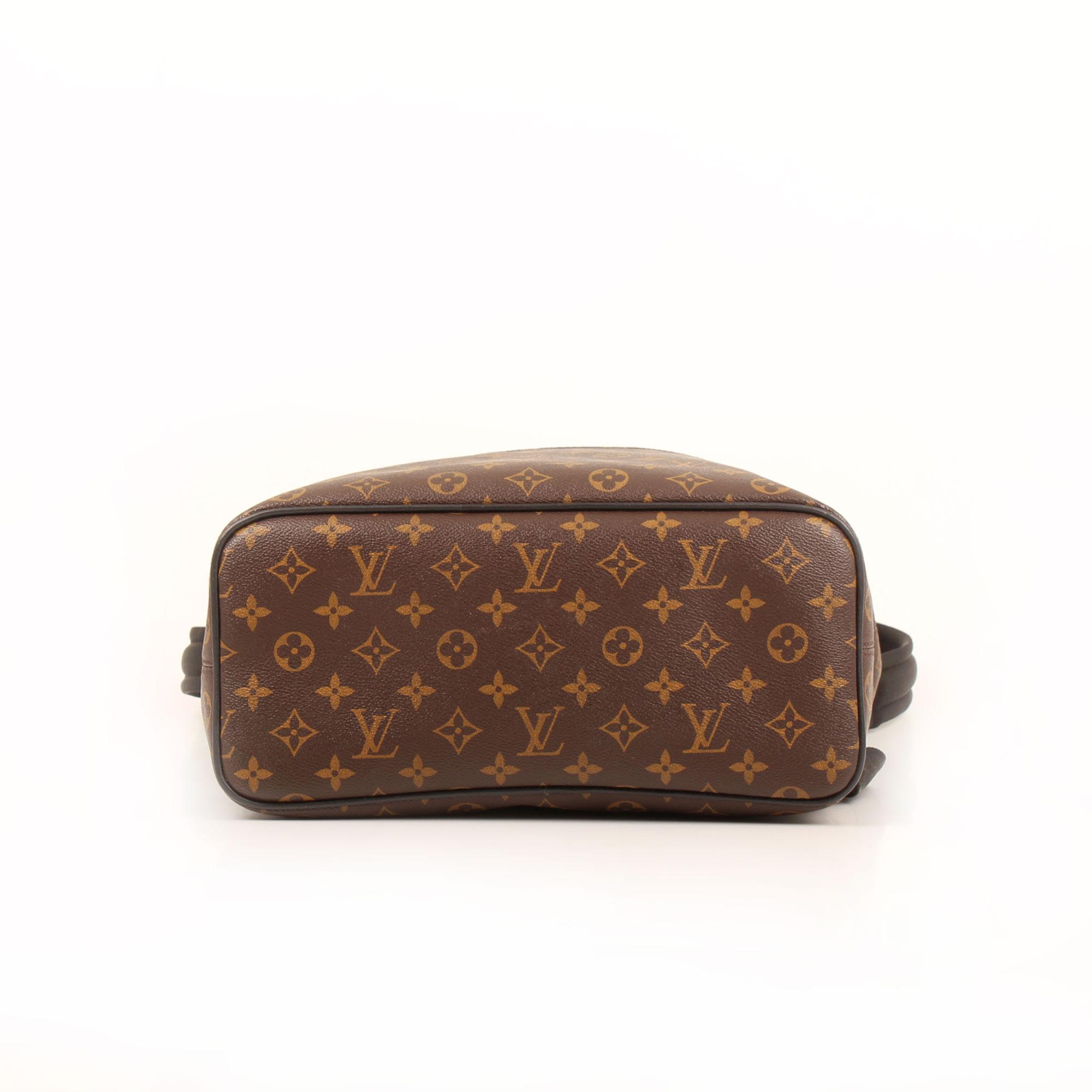 Imagen de la base de la mochila louis vuitton palk monogram macassar