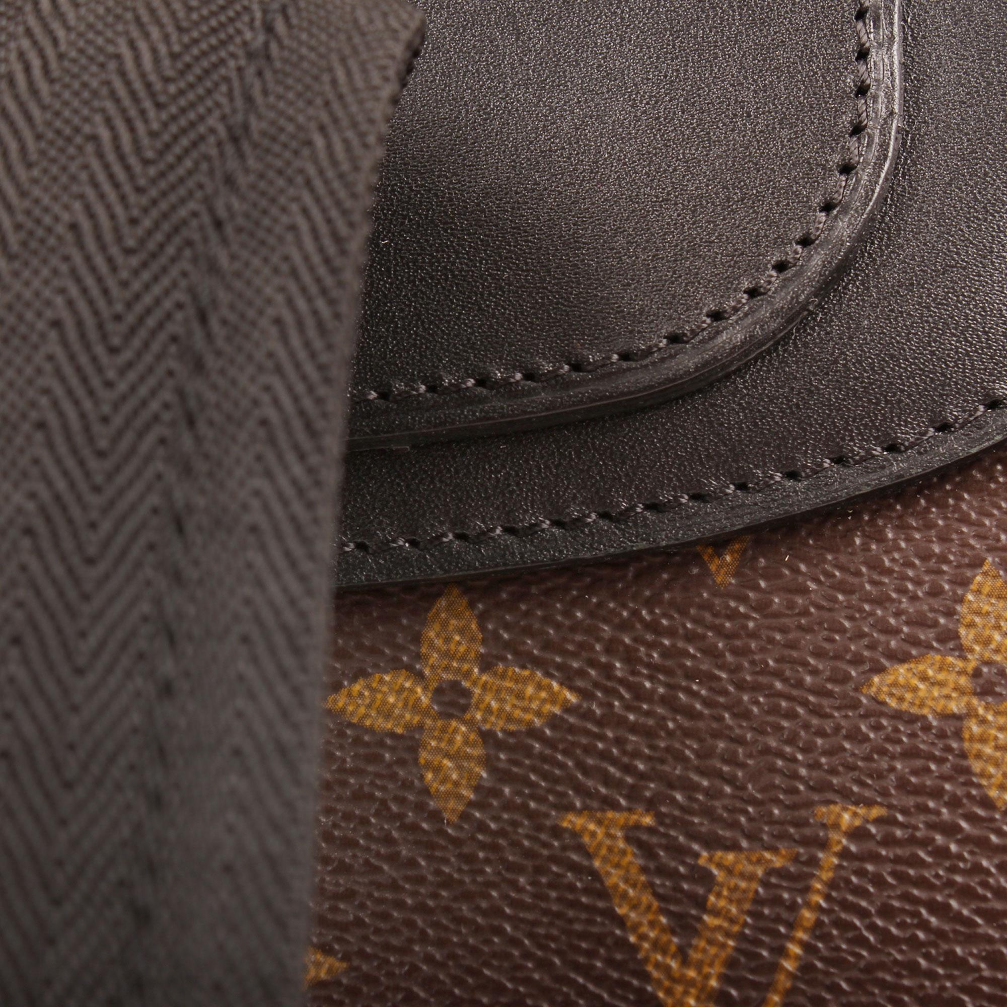 Imagen de detalle de la mochila louis vuitton palk monogram macassar
