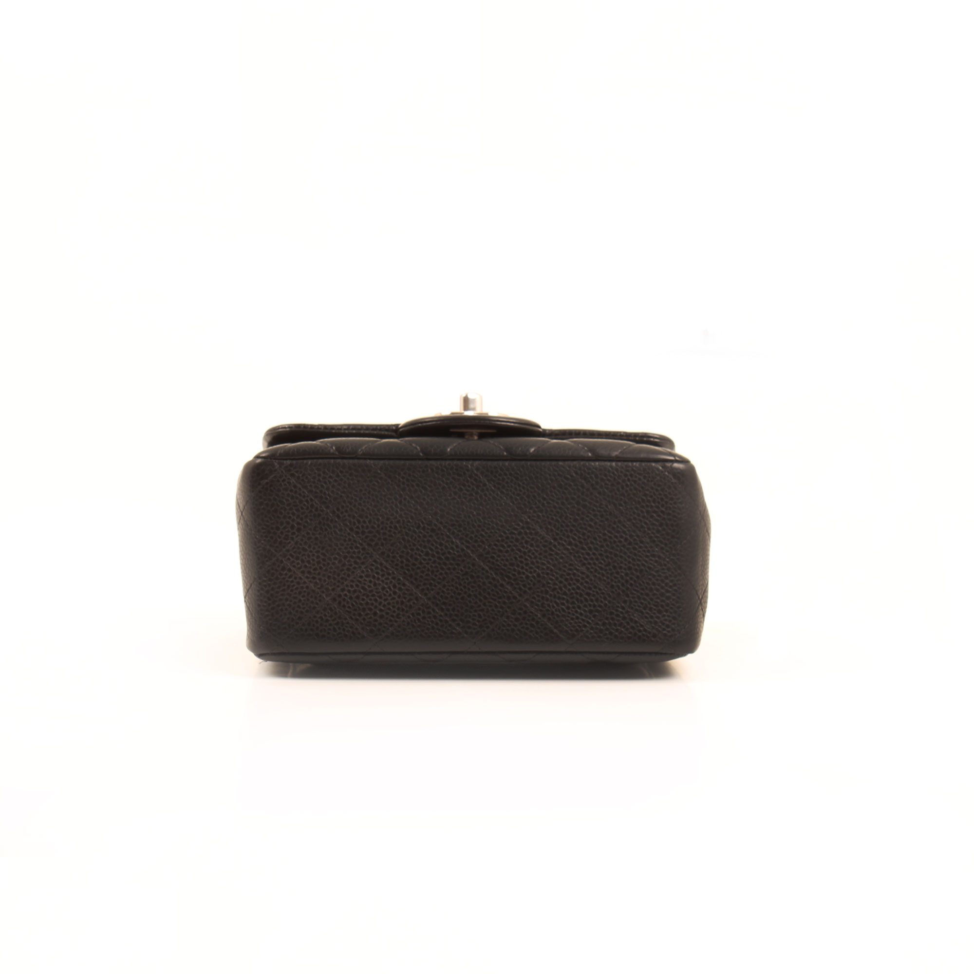Imagen de la base del bolso chanel mini timeless negro caviar