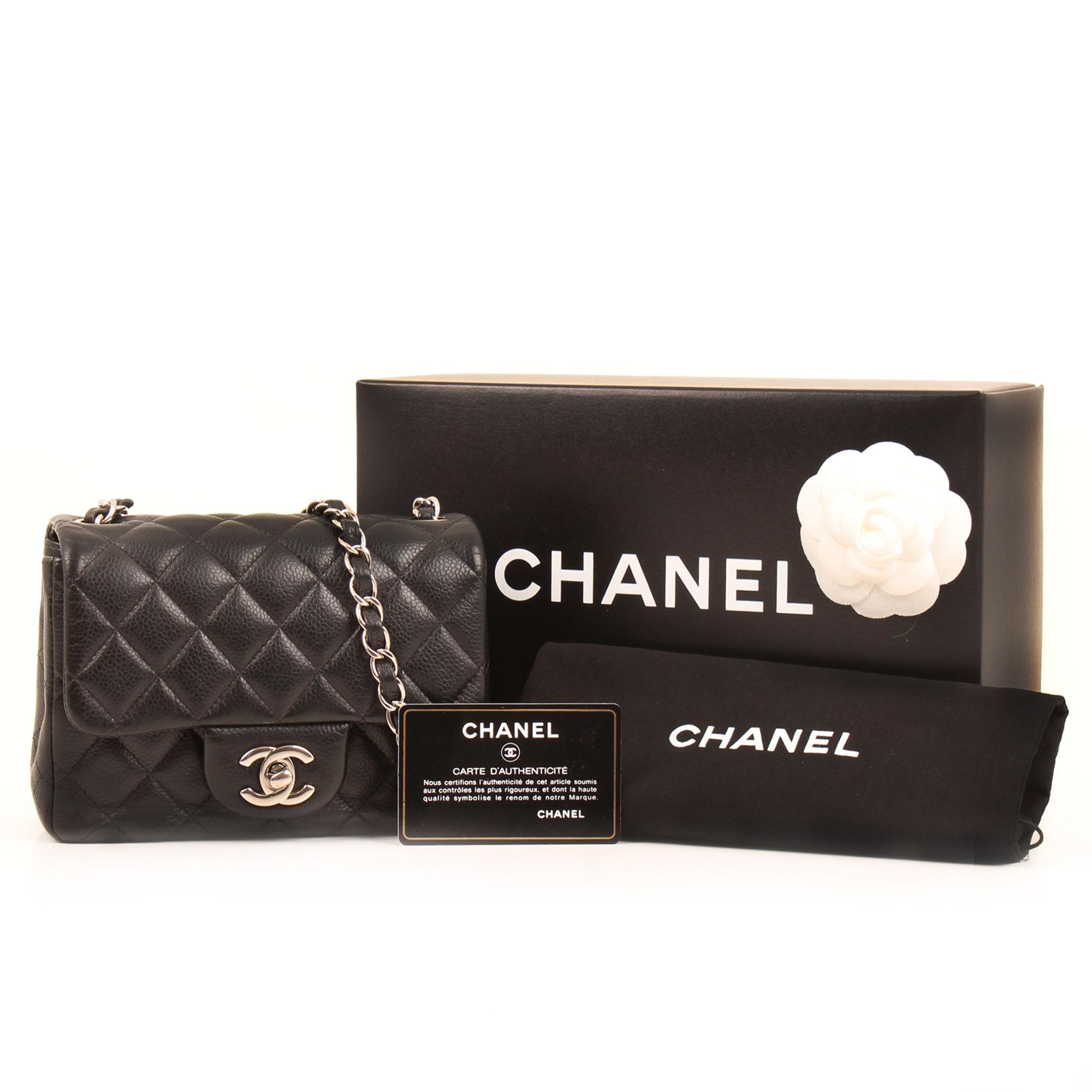 Imagen de los extras del bolso chanel mini timeless negro caviar