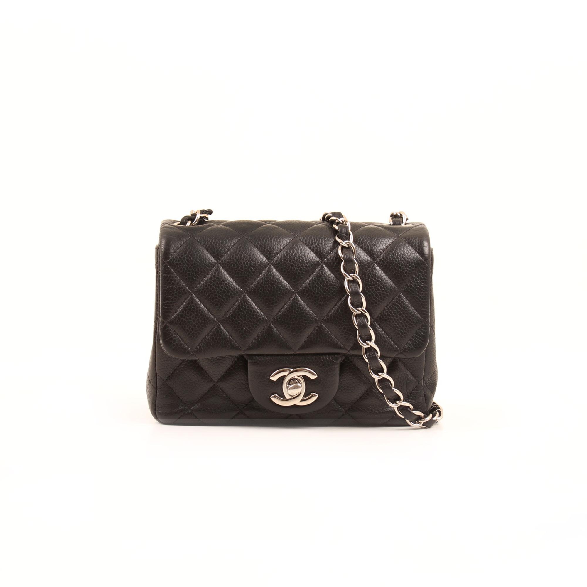 Imagen frontal del bolso chanel mini timeless negro caviar
