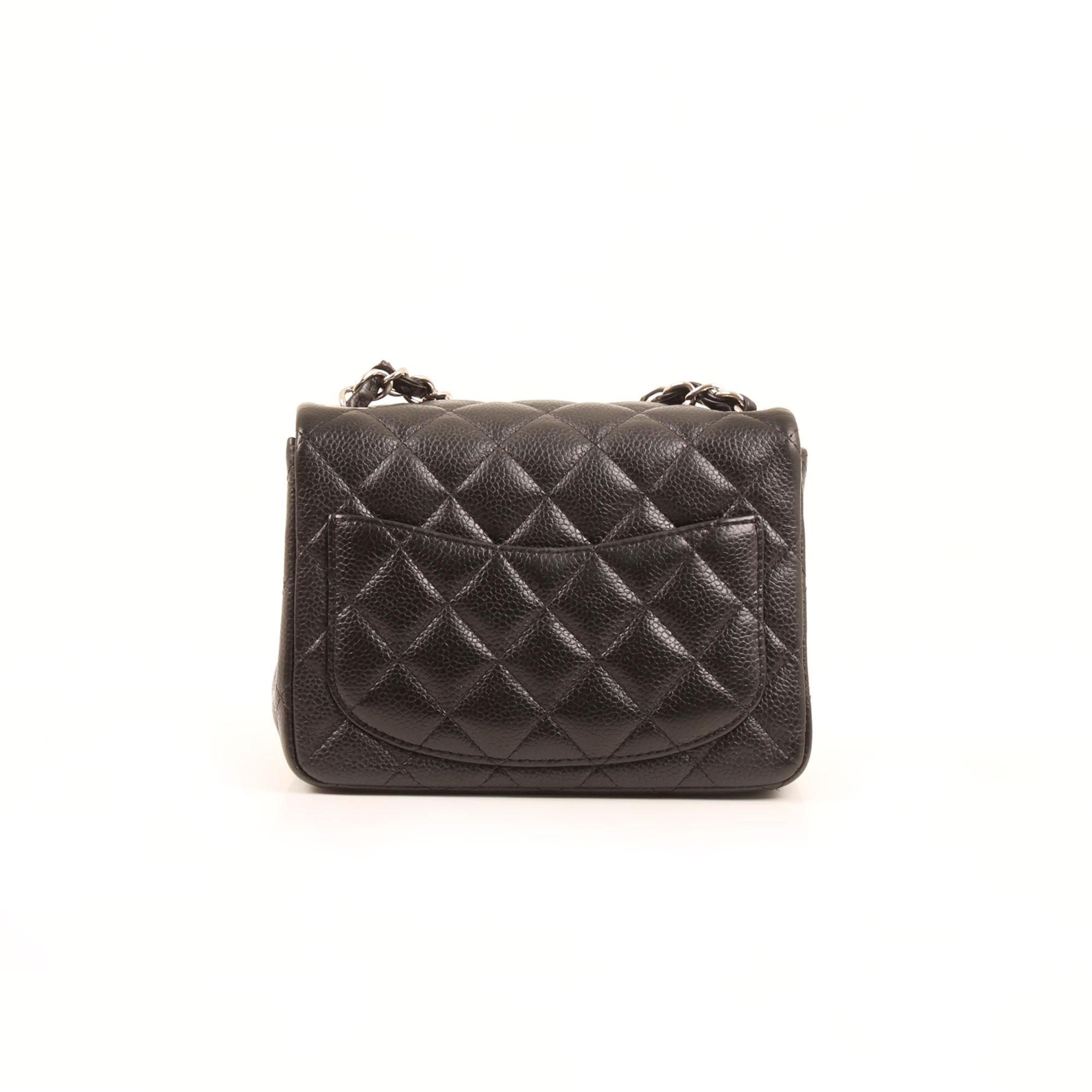 Imagen trasera del bolso chanel mini timeless negro caviar