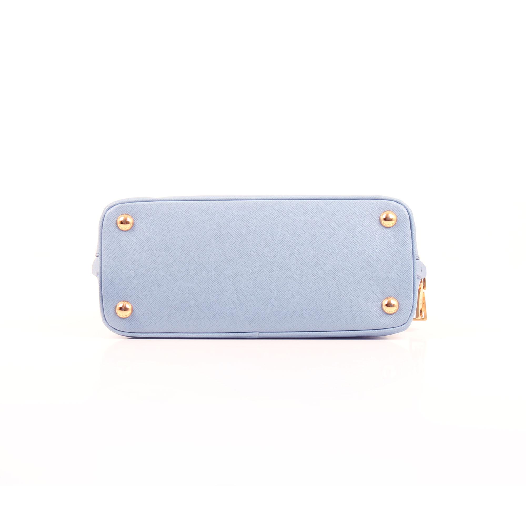 Imagen de la base del bolso prada small promenade saffiano azul