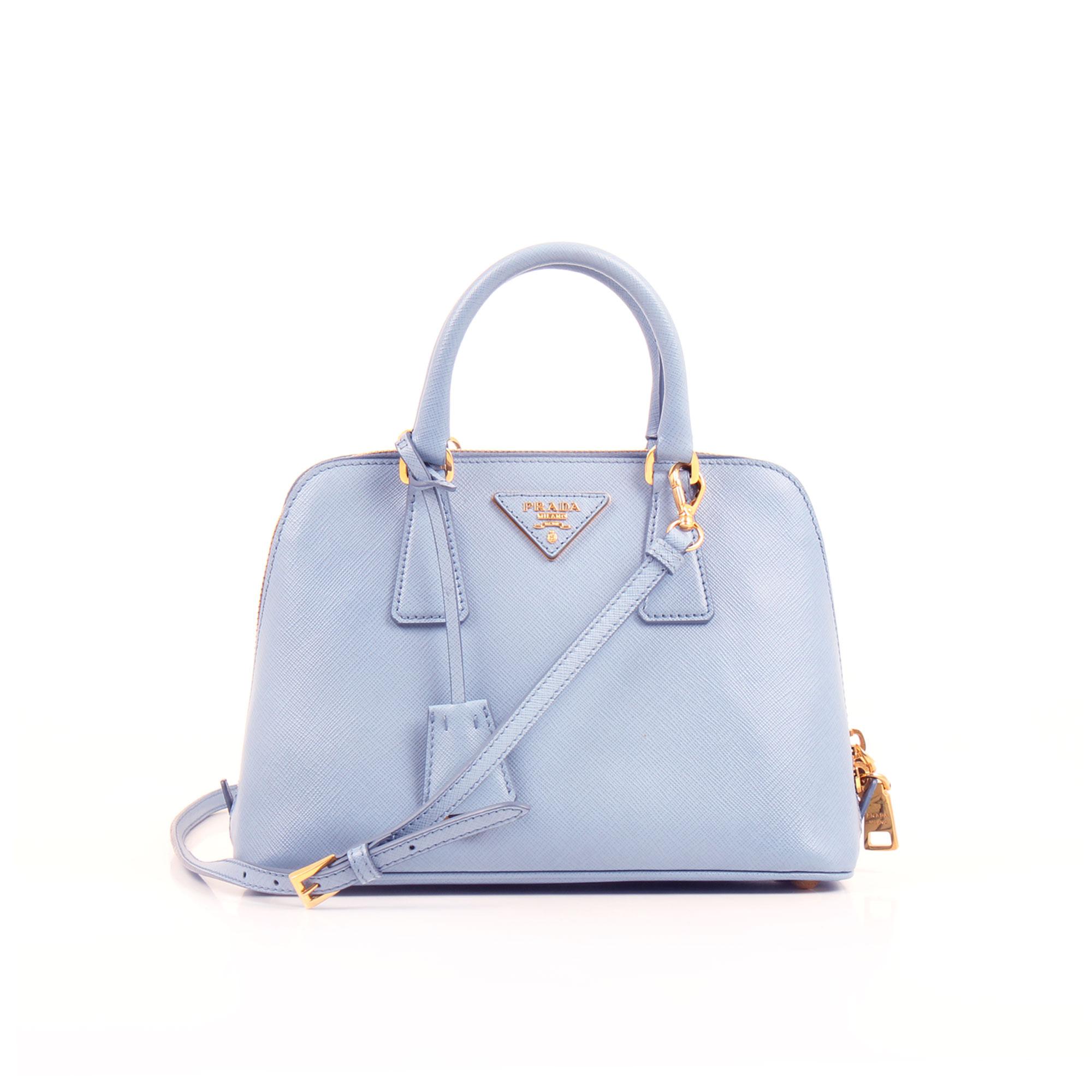 Imagen frontal del bolso prada small promenade saffiano azul
