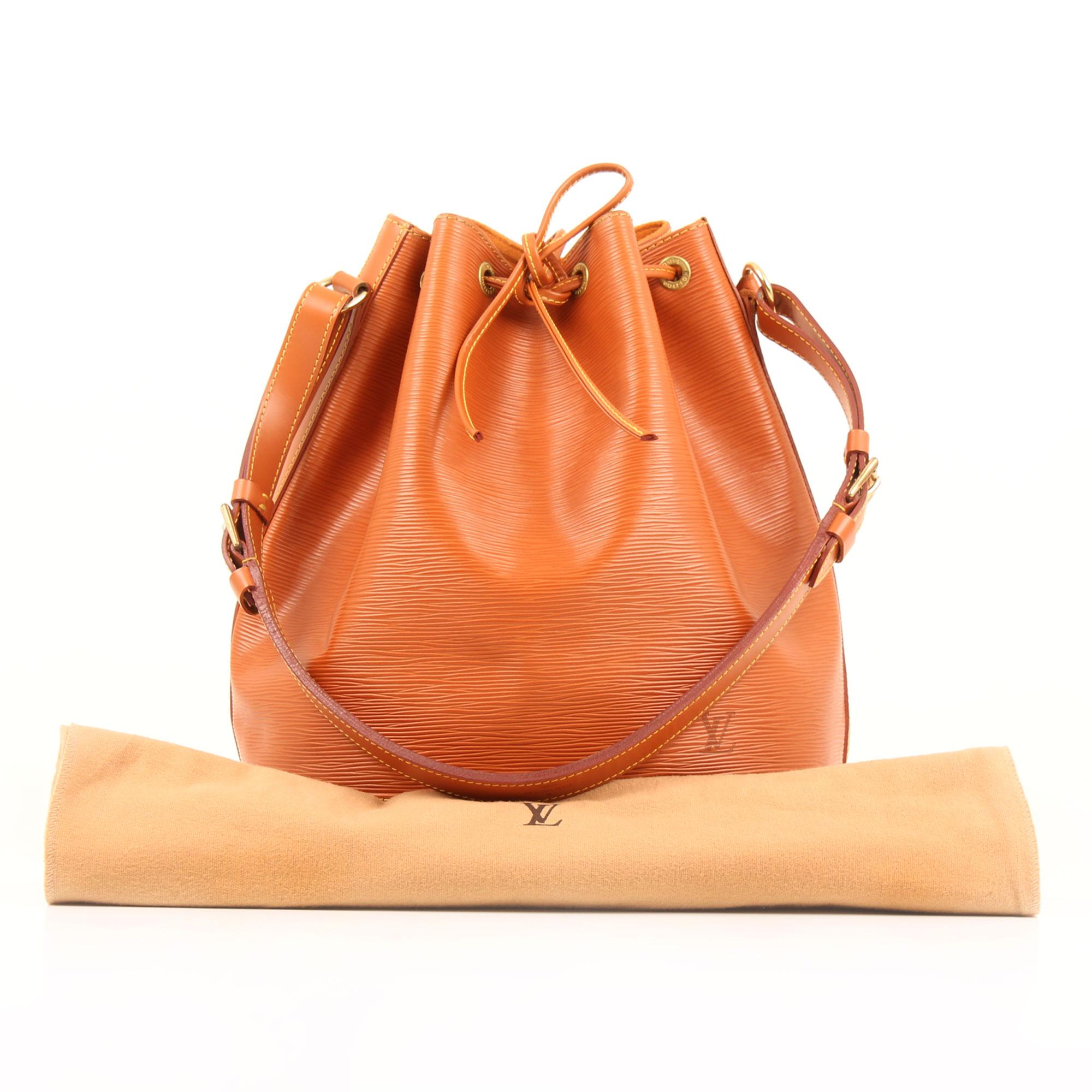 Imagen del dustbag del bolso louis vuitton noe piel epi marron