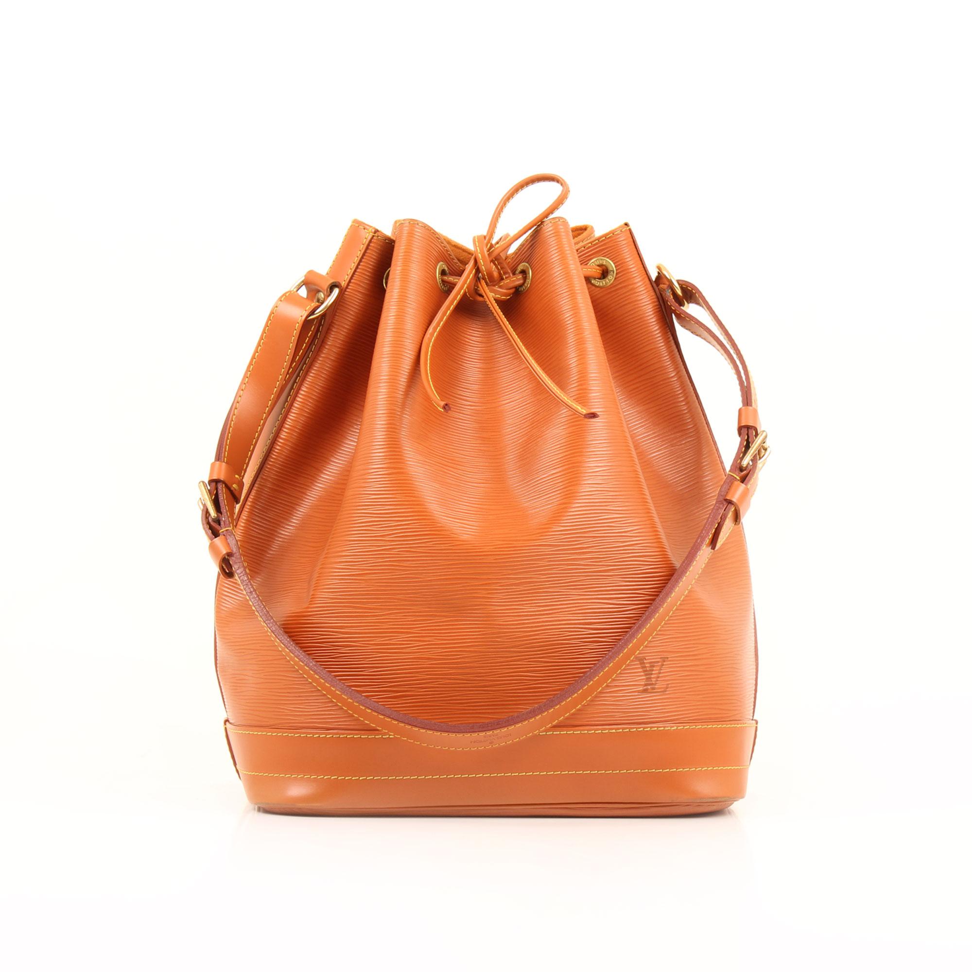 Imagen frontal del bolso louis vuitton noe piel epi marron