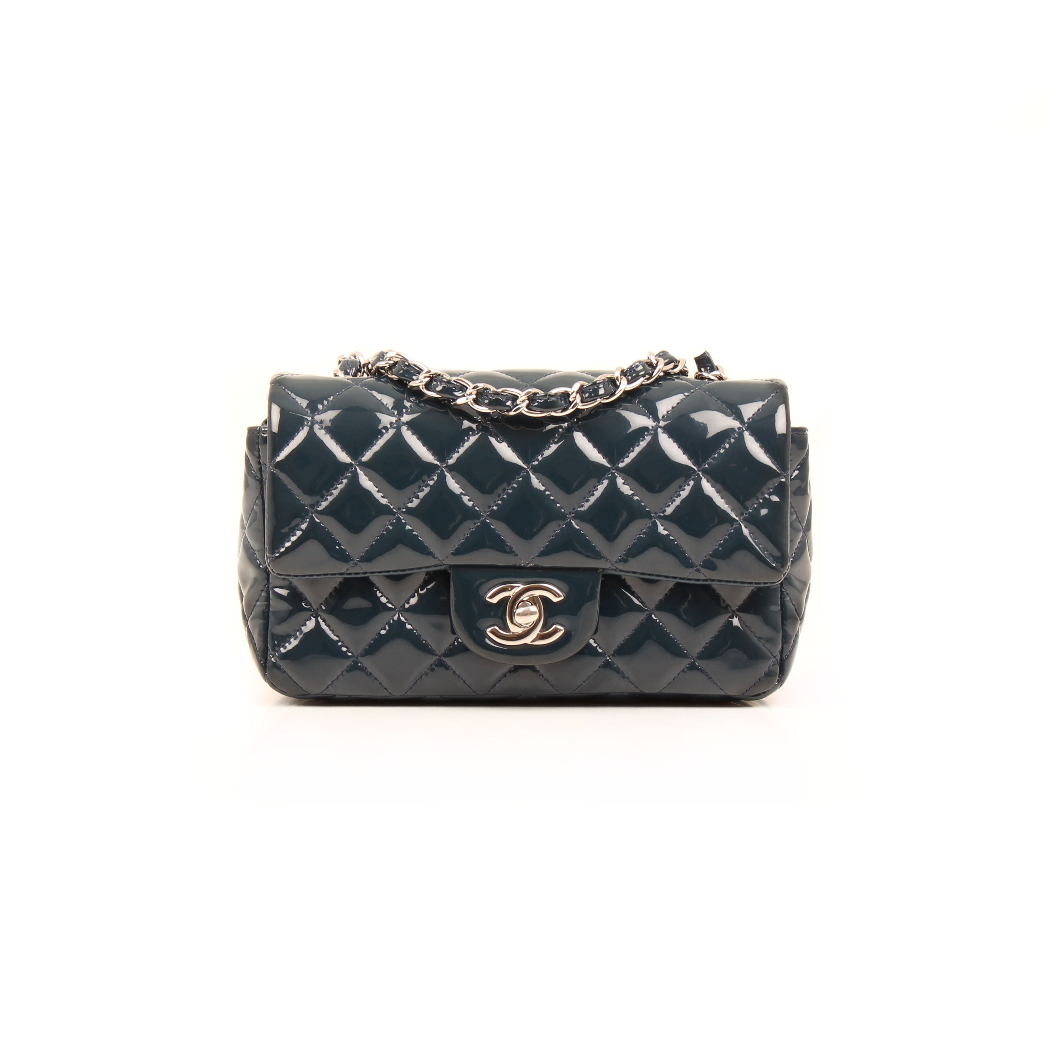 Imagen frontal del bolso chanel classic mini rectangular timeless charol azul