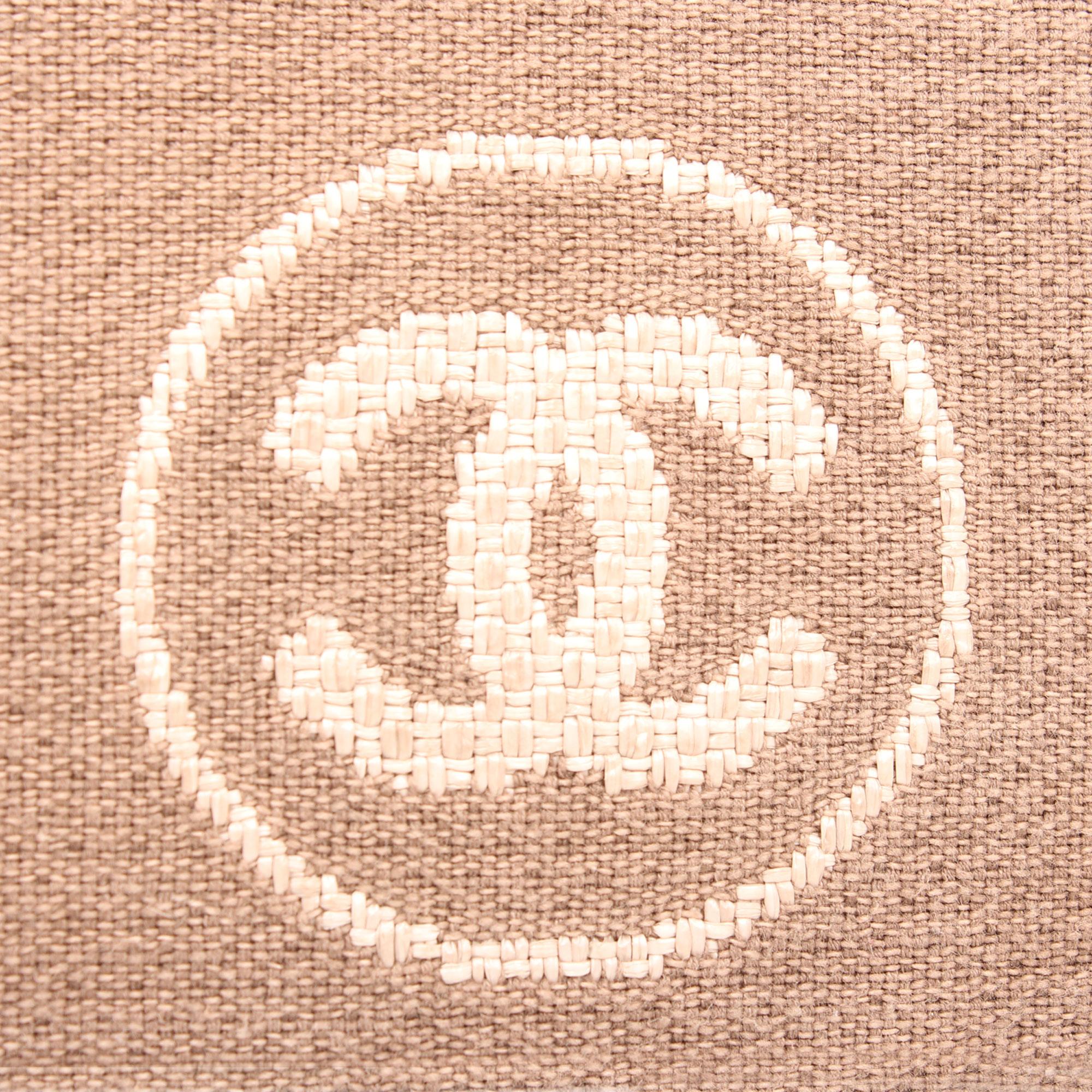 Imagen del logo de chanel del bolso chanel ecru deauville tote