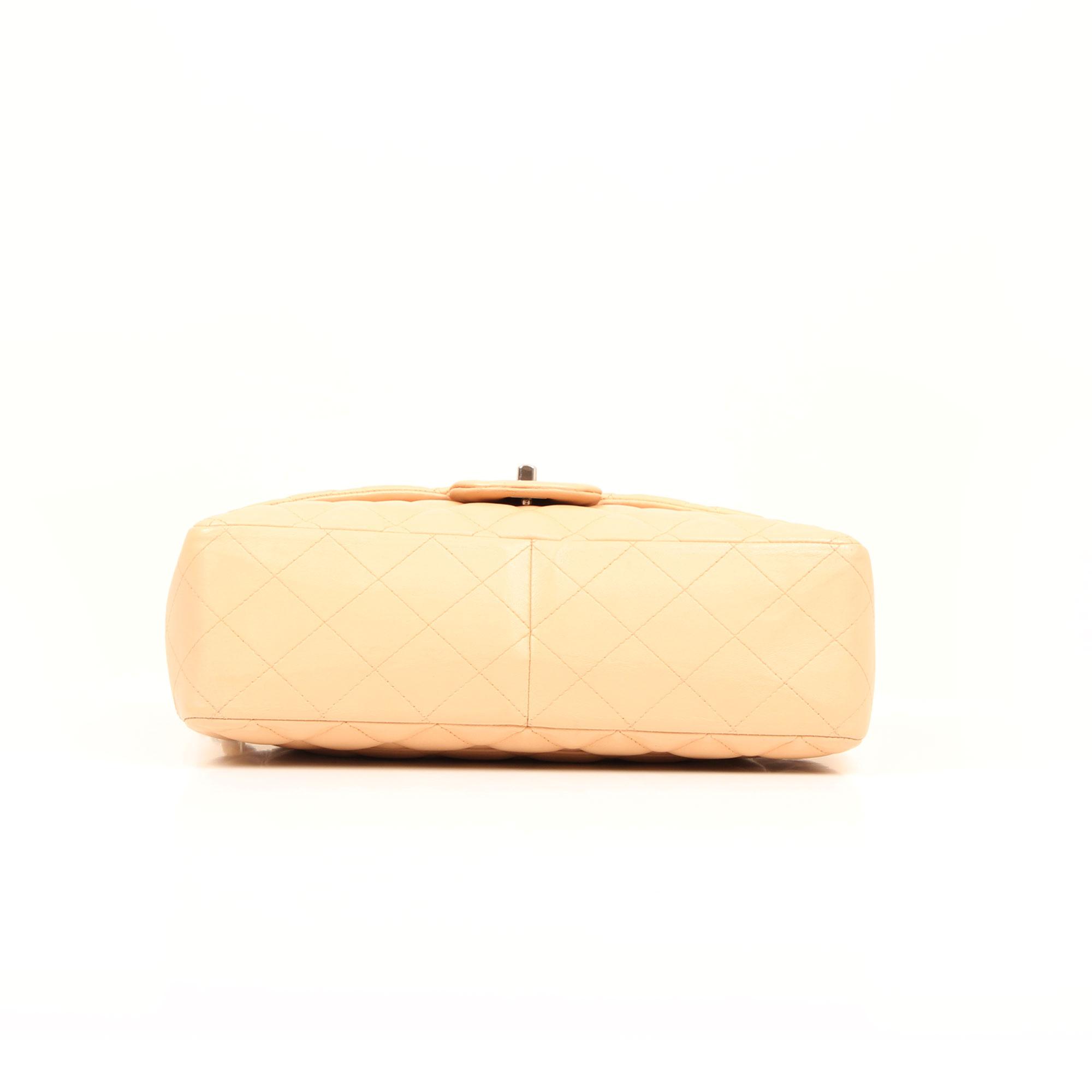 Imagen de la base del bolso chanel jumbo classic beige cordero