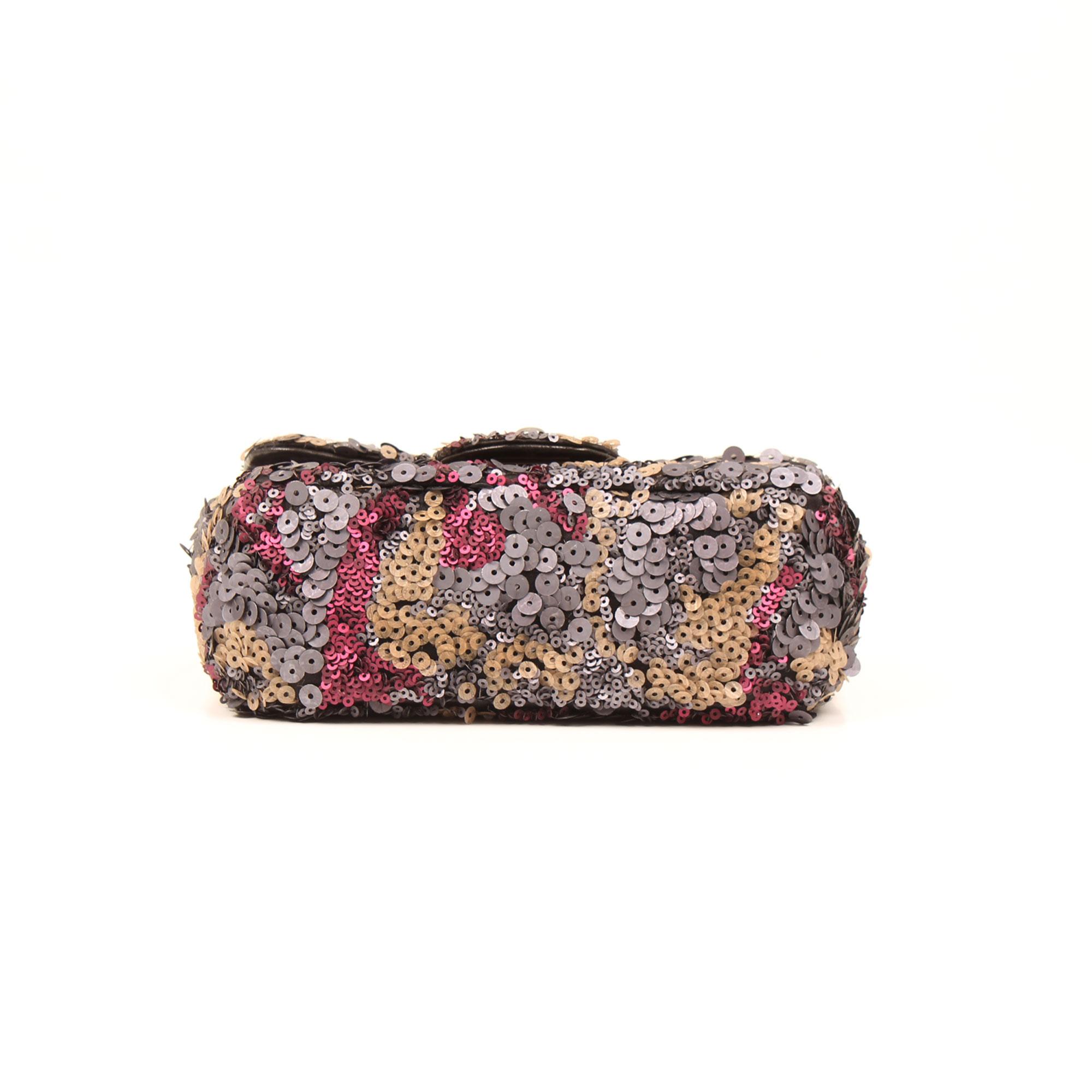Imagen de la base del bolso chanel mini classic flap lentejuelas multicolor