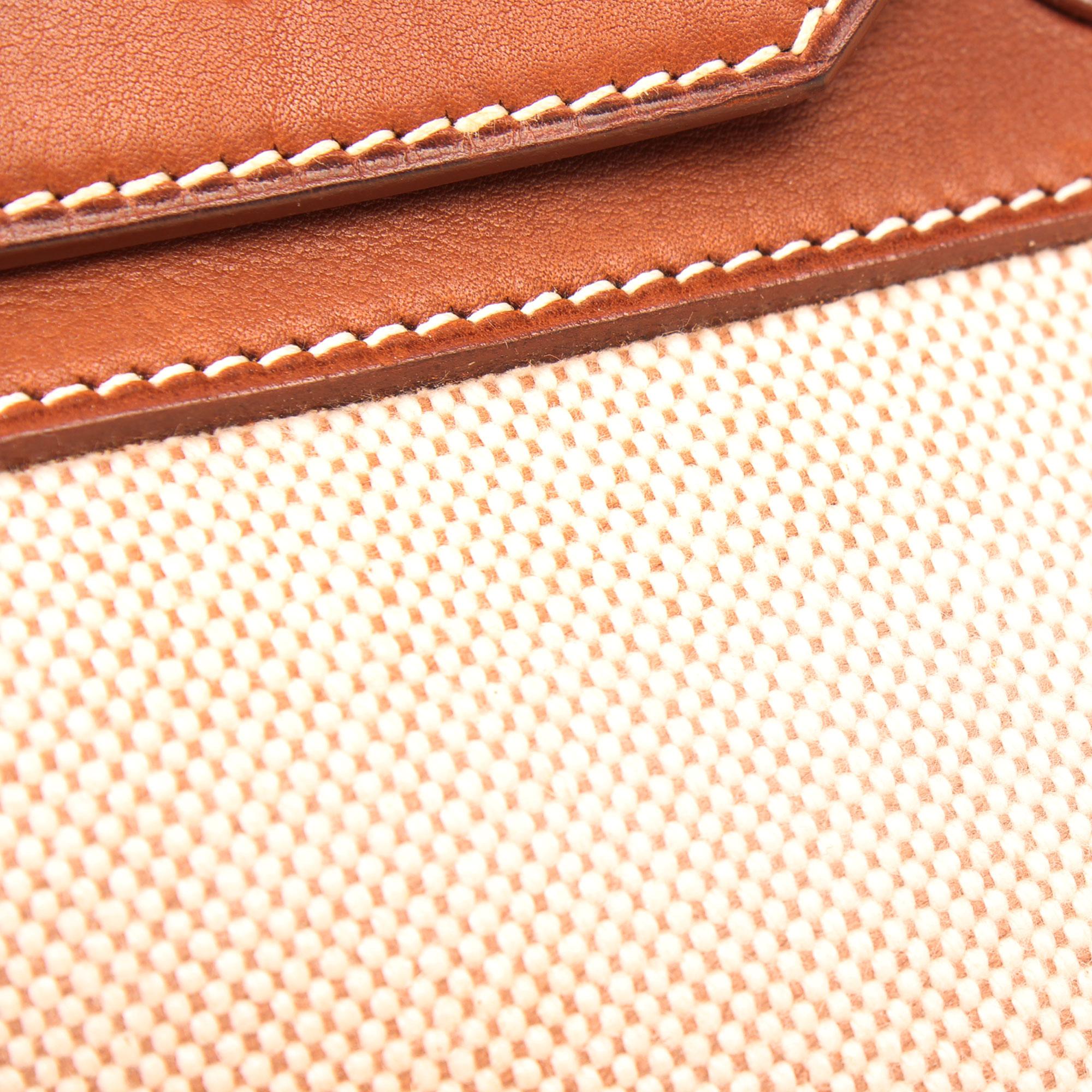 Imagen del detalle de la lona y la piel del bolso hermes birkin 35 barenia lona detalle