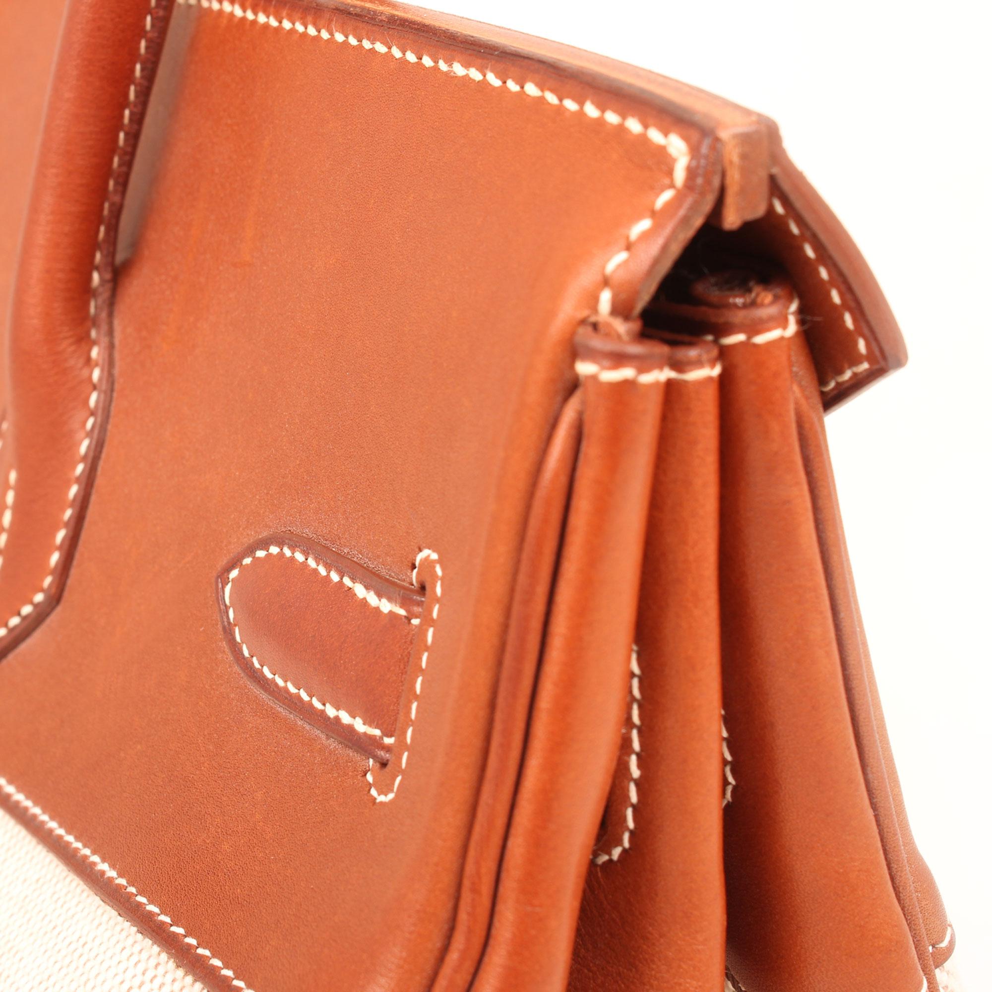 Imagen del detalle de la piel del bolso hermes birkin 35 barenia lona