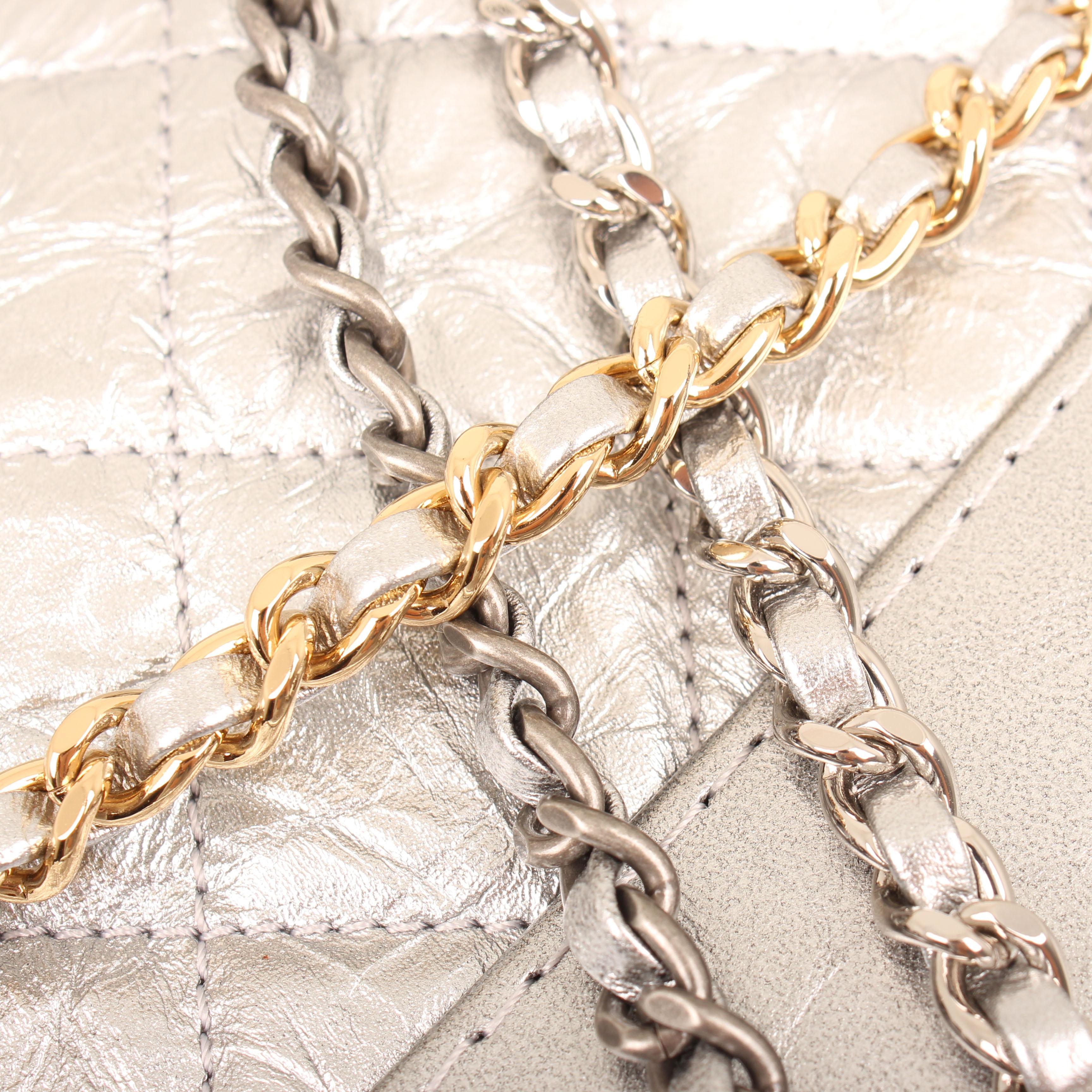 bolso chanel gabrielle small hobo aged calfskin plateado cadena