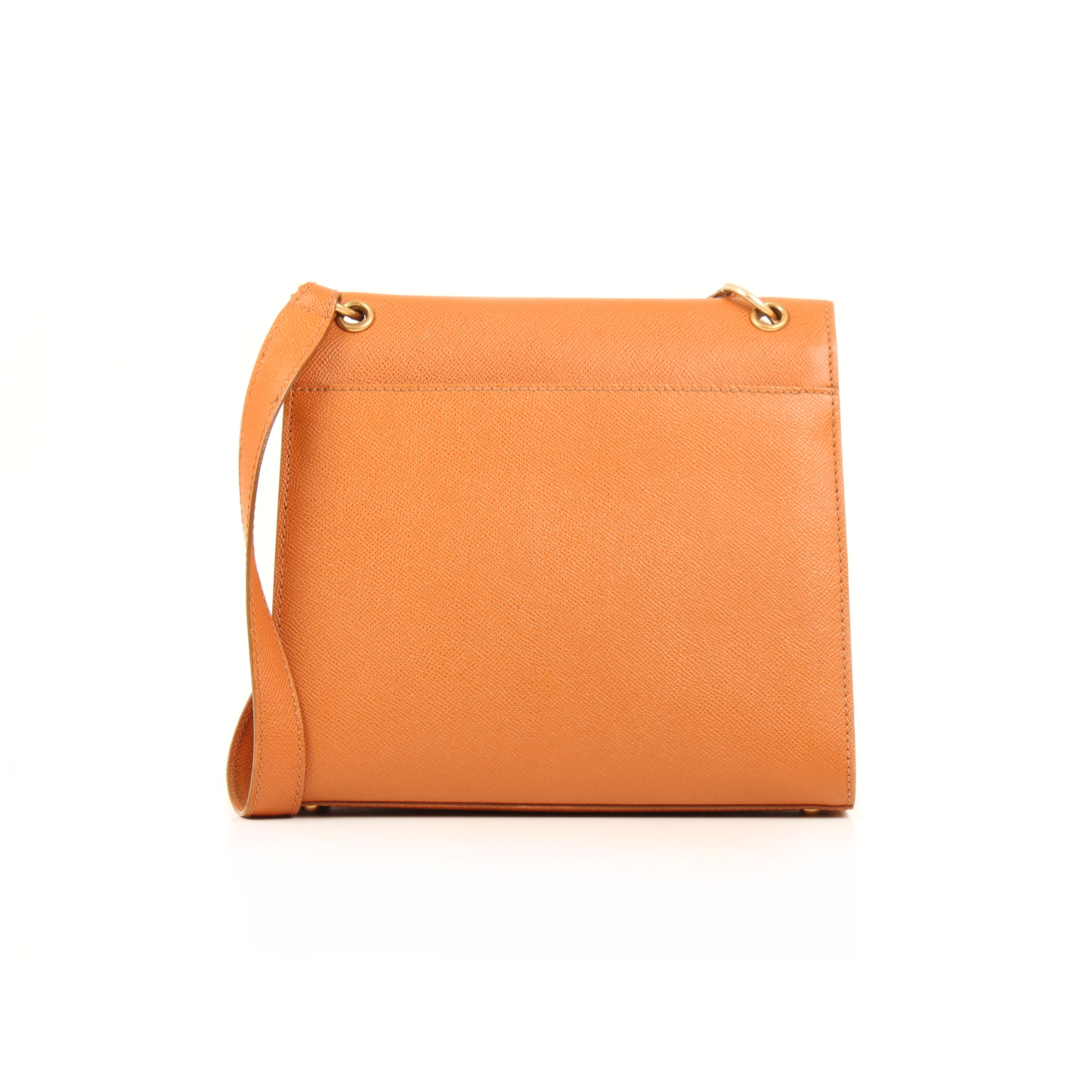 Imagen trasera del bolso chanel vintage piel granulada camel