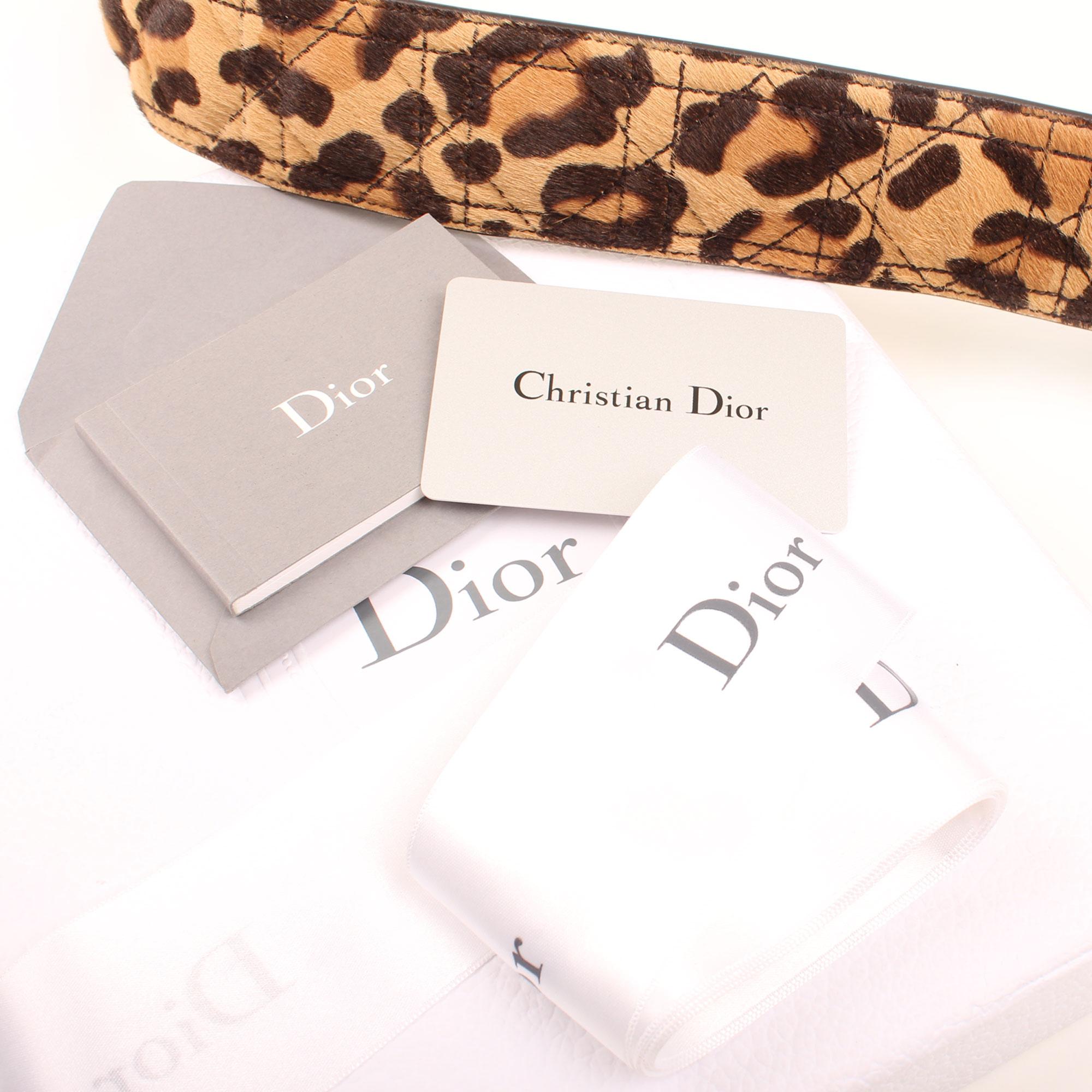 Imagen de los extras del bolso dior lady dior mini animal print pony calfskin