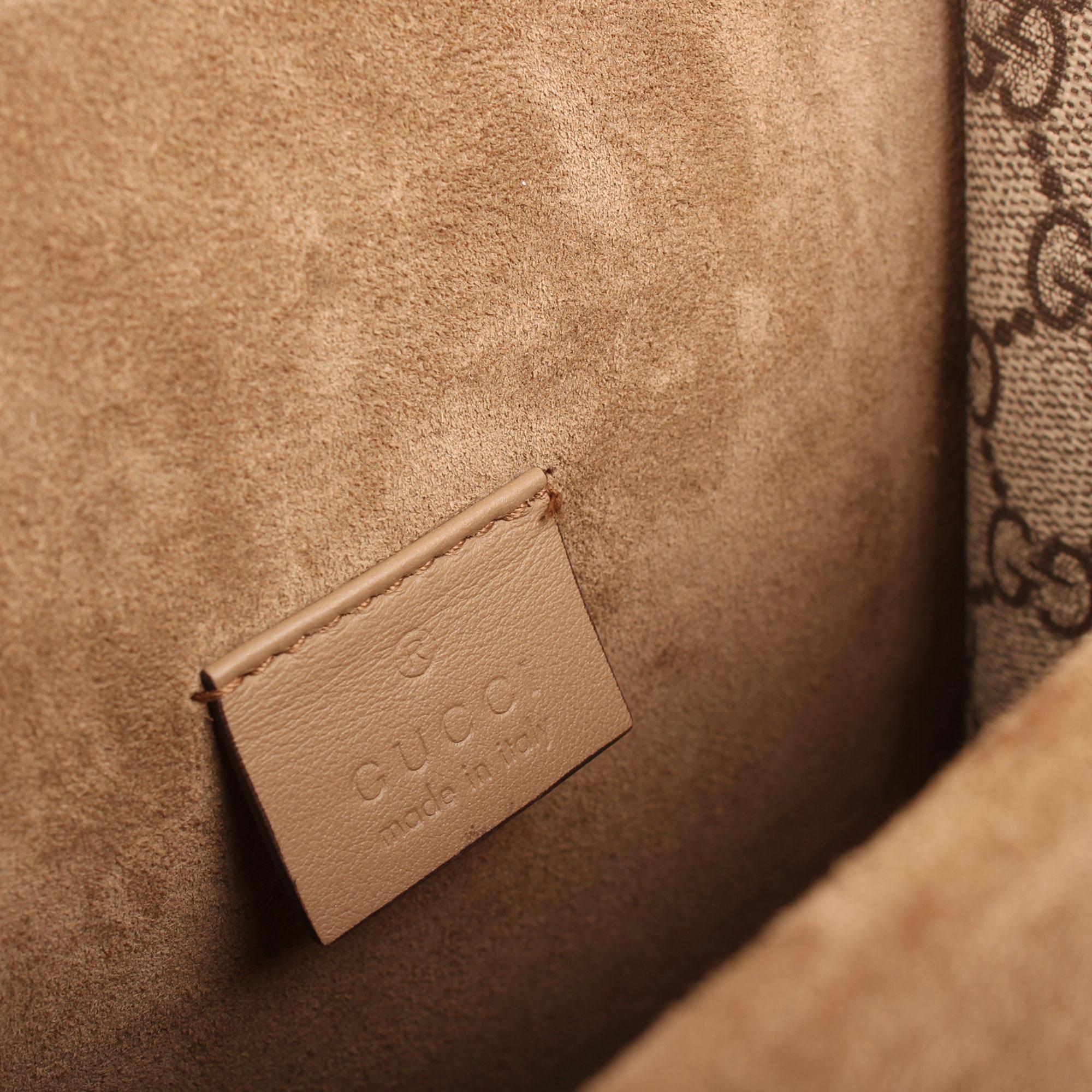 Imagen de la etiqueta interior del bolso gucci dyonisus gg supreme mini