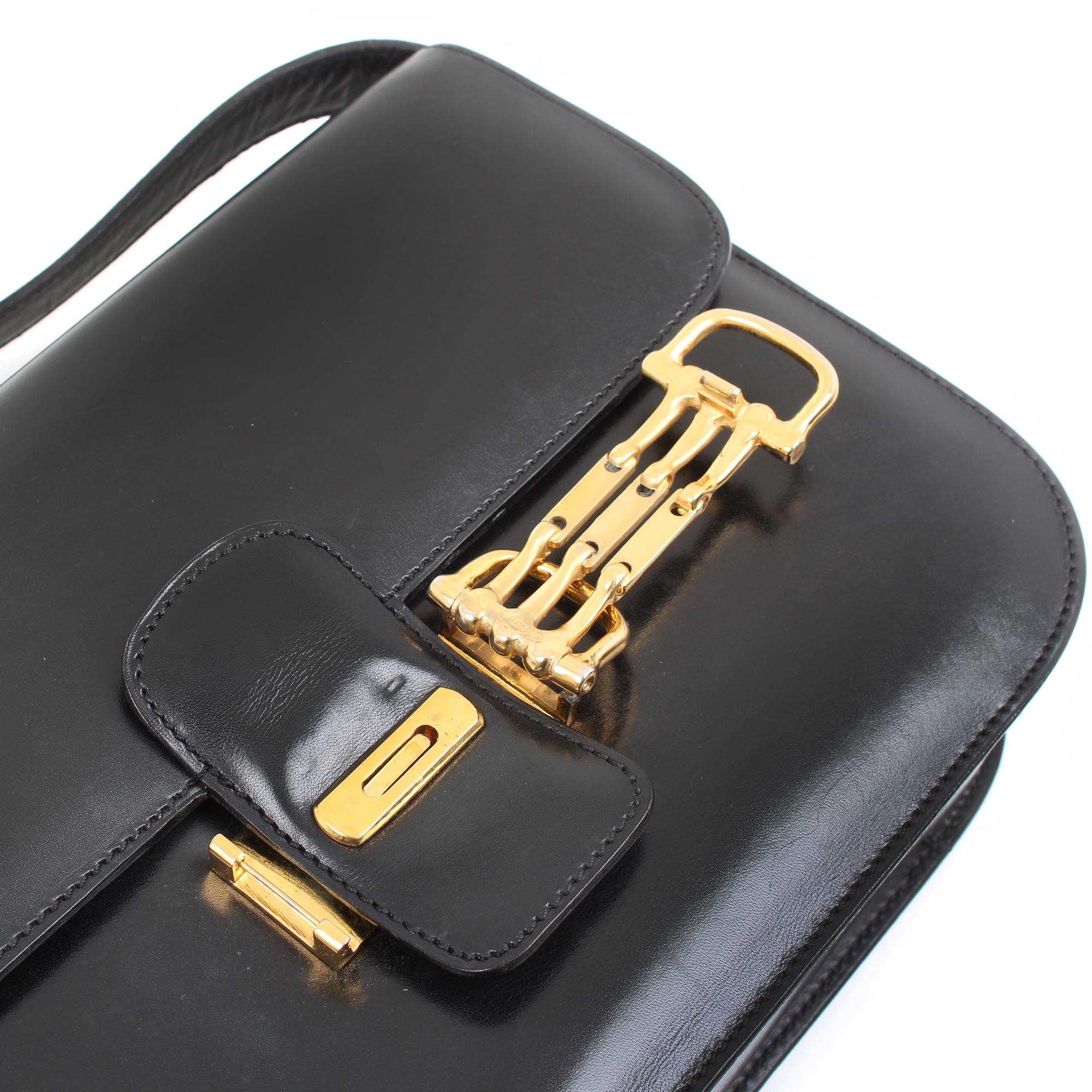 Image of the hardware of the celine box vintage shoulder bag