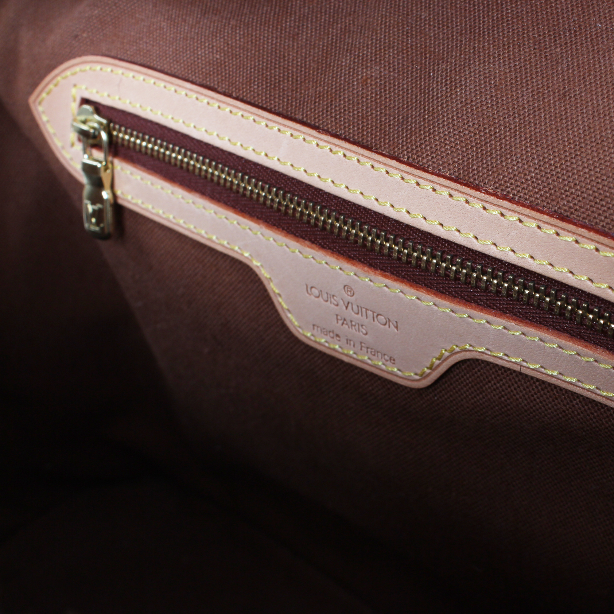 Imagen del bolsillo del bolso louis vuitton alma azzedine alaia