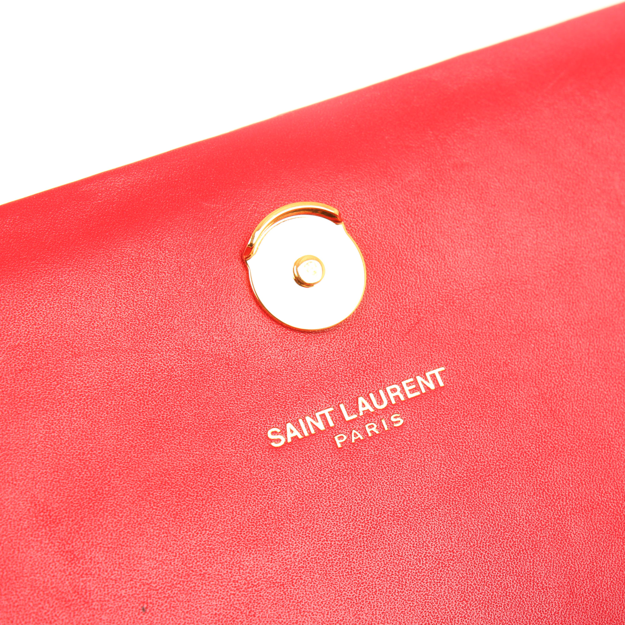 Clasp detail image of ysl kate medium bag red calfskin leather clasp