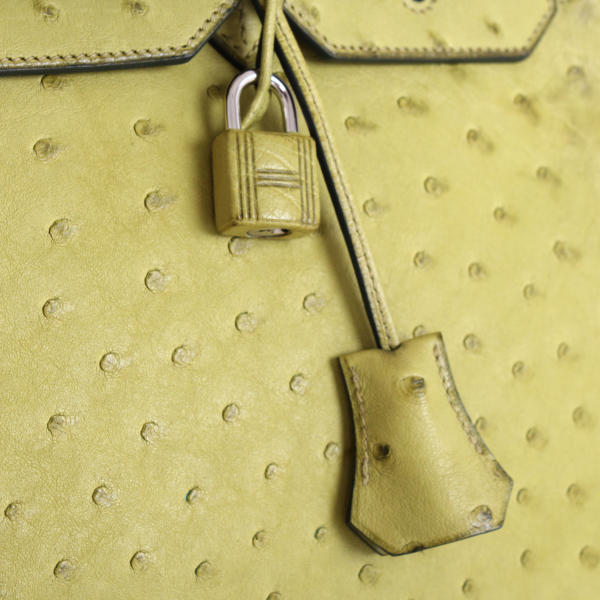 imagen del tirette y clochette de bolso-hermes-birkin-35-piel-avestruz-anis