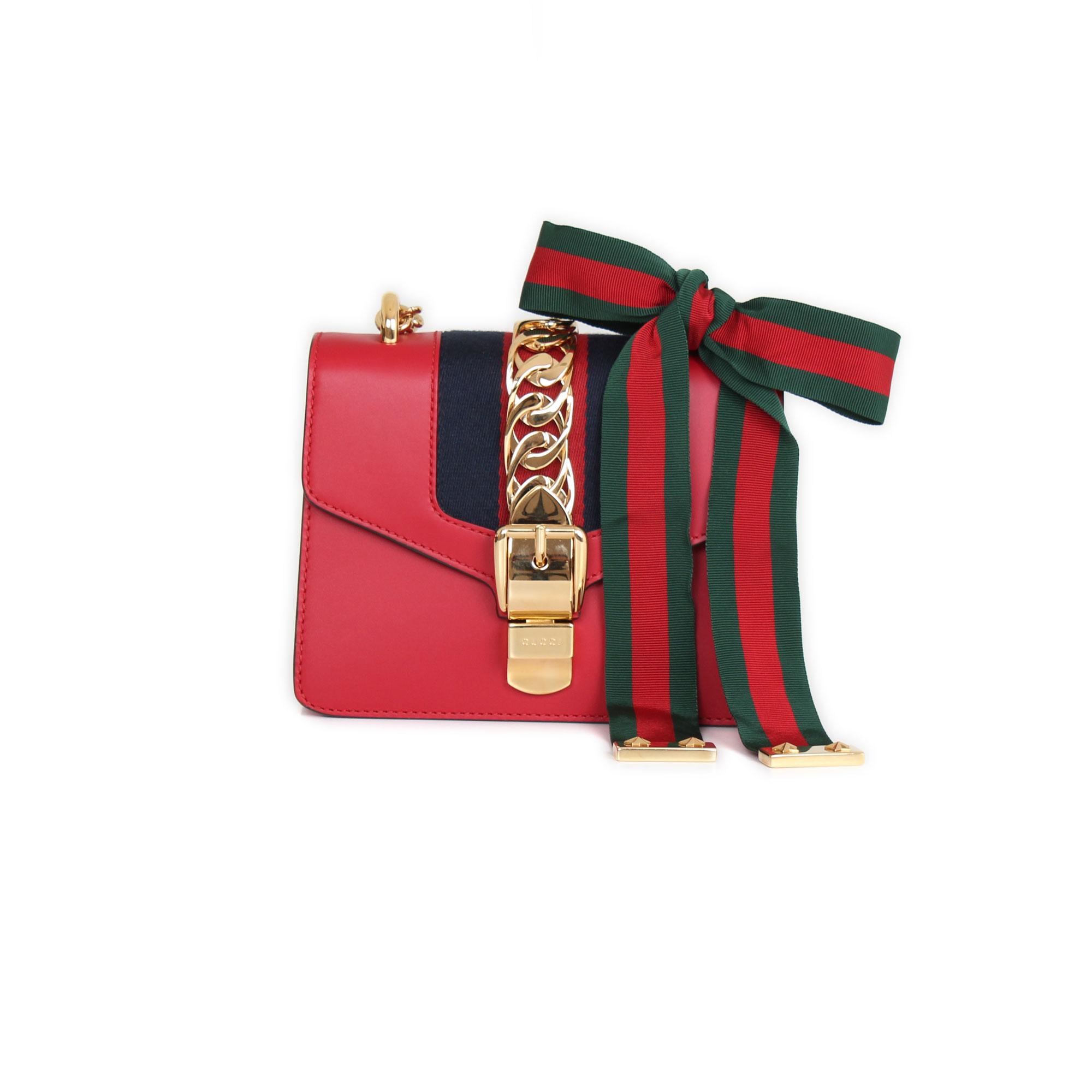 7d2ec1afd174 Bolso Gucci Mini Sylvie. Gucci Mini Sylvie Handbag