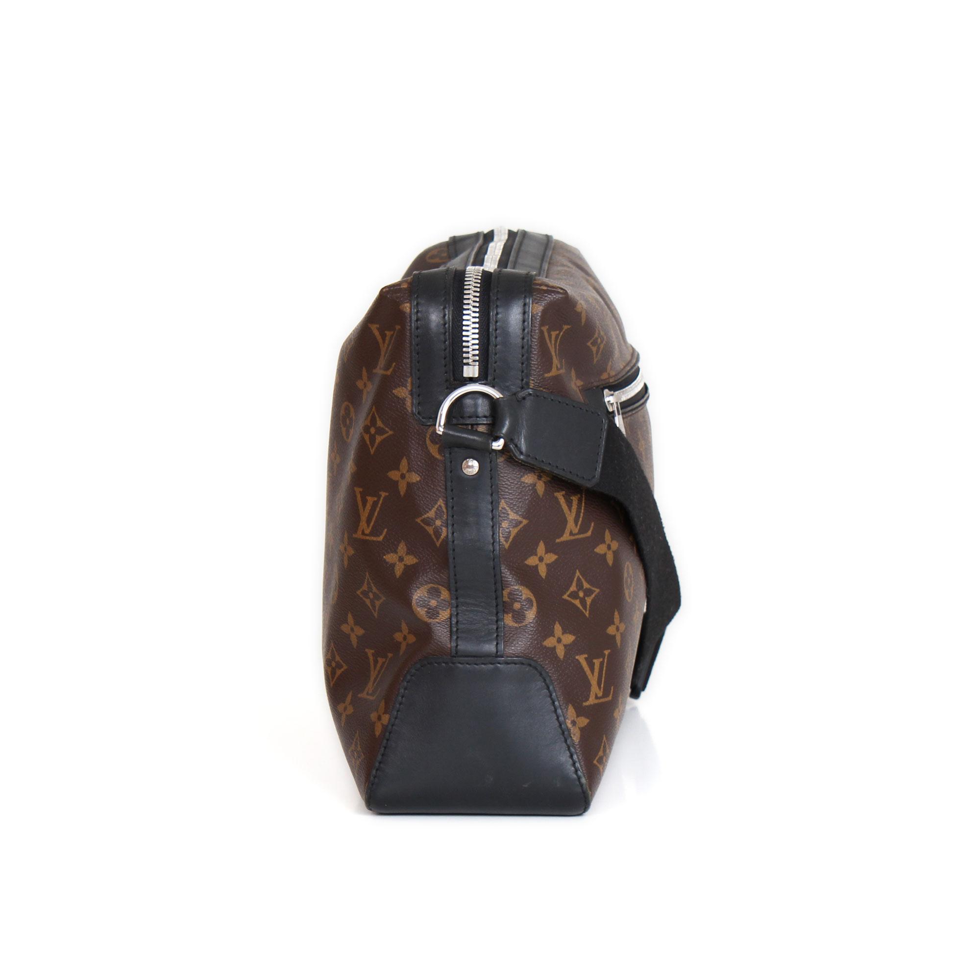 fe2edf8bbe49 Lona Monograma y piel Macasar. Louis Vuitton Torres Monogram and Macasar Messenger  Bag